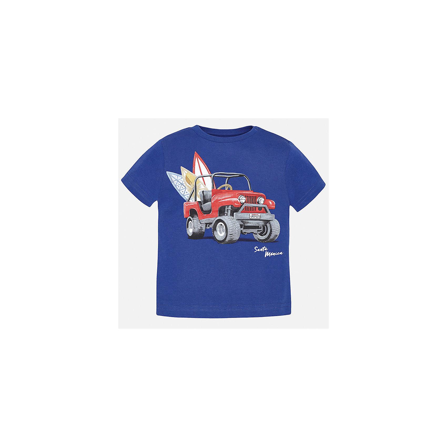 Футболка для мальчика MayoralФутболки, поло и топы<br>Характеристики товара:<br><br>• цвет: синяя<br>• состав: 100% хлопок<br>• круглый горловой вырез<br>• декорирована принтом<br>• короткие рукава<br>• мягкая отделка горловины<br>• страна бренда: Испания<br><br>Красивая хлопковая футболка с принтом поможет разнообразить гардероб мальчика. Она отлично сочетается с брюками, шортами, джинсами. Универсальный крой и цвет позволяет подобрать к вещи низ разных расцветок. Практичное и стильное изделие! Хорошо смотрится и комфортно сидит на детях. В составе материала - только натуральный хлопок, гипоаллергенный, приятный на ощупь, дышащий. <br><br>Одежда, обувь и аксессуары от испанского бренда Mayoral полюбились детям и взрослым по всему миру. Модели этой марки - стильные и удобные. Для их производства используются только безопасные, качественные материалы и фурнитура. Порадуйте ребенка модными и красивыми вещами от Mayoral! <br><br>Футболку для мальчика от испанского бренда Mayoral (Майорал) можно купить в нашем интернет-магазине.<br><br>Ширина мм: 199<br>Глубина мм: 10<br>Высота мм: 161<br>Вес г: 151<br>Цвет: синий<br>Возраст от месяцев: 12<br>Возраст до месяцев: 15<br>Пол: Мужской<br>Возраст: Детский<br>Размер: 80,92,86<br>SKU: 5278485