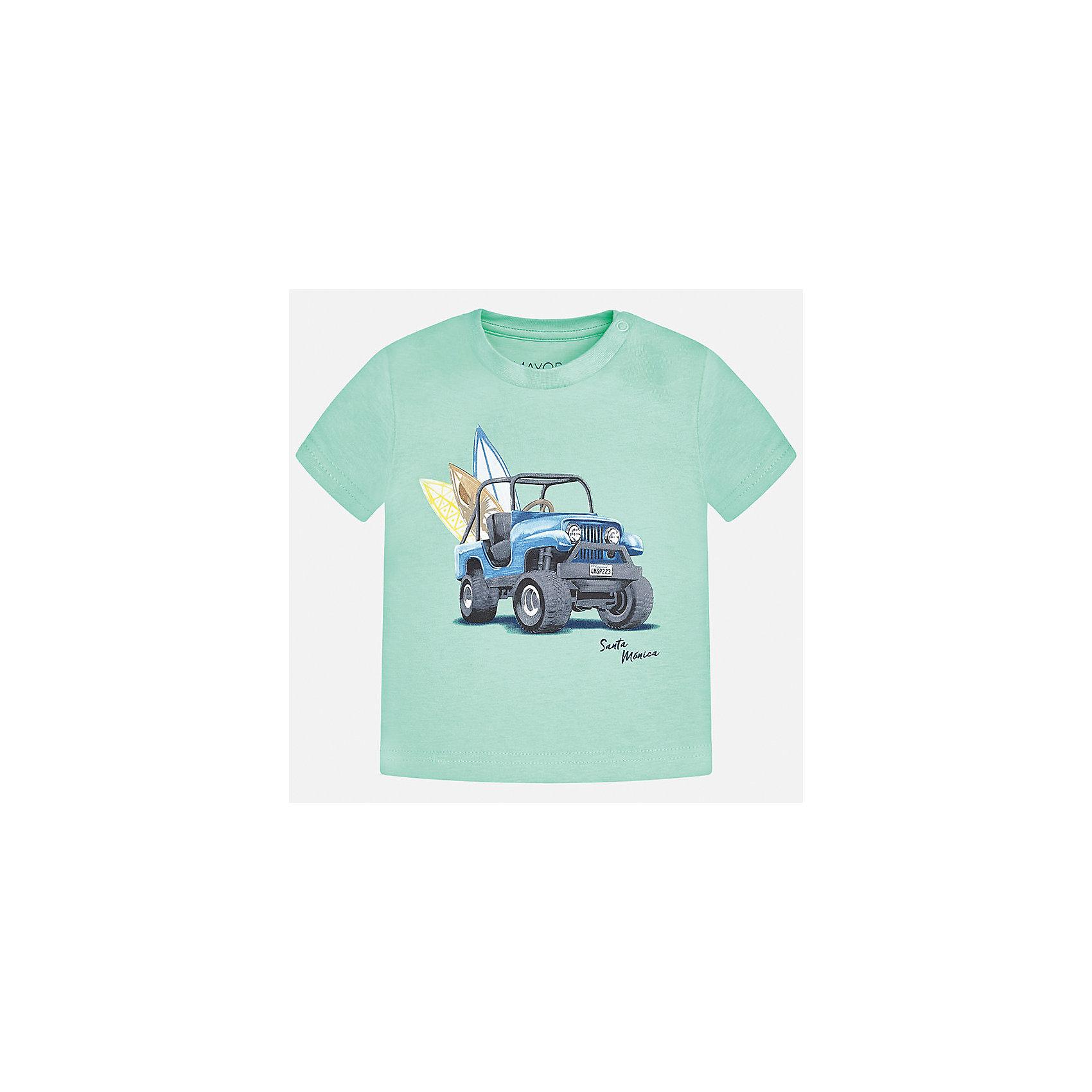 Футболка для мальчика MayoralФутболки, топы<br>Характеристики товара:<br><br>• цвет: мятный<br>• состав: 100% хлопок<br>• круглый горловой вырез<br>• декорирована принтом<br>• короткие рукава<br>• мягкая отделка горловины<br>• страна бренда: Испания<br><br>Красивая хлопковая футболка с принтом поможет разнообразить гардероб мальчика. Она отлично сочетается с брюками, шортами, джинсами. Универсальный крой и цвет позволяет подобрать к вещи низ разных расцветок. Практичное и стильное изделие! Хорошо смотрится и комфортно сидит на детях. В составе материала - только натуральный хлопок, гипоаллергенный, приятный на ощупь, дышащий. <br><br>Одежда, обувь и аксессуары от испанского бренда Mayoral полюбились детям и взрослым по всему миру. Модели этой марки - стильные и удобные. Для их производства используются только безопасные, качественные материалы и фурнитура. Порадуйте ребенка модными и красивыми вещами от Mayoral! <br><br>Футболку для мальчика от испанского бренда Mayoral (Майорал) можно купить в нашем интернет-магазине.<br><br>Ширина мм: 199<br>Глубина мм: 10<br>Высота мм: 161<br>Вес г: 151<br>Цвет: зеленый<br>Возраст от месяцев: 18<br>Возраст до месяцев: 24<br>Пол: Мужской<br>Возраст: Детский<br>Размер: 92,80,86<br>SKU: 5278493