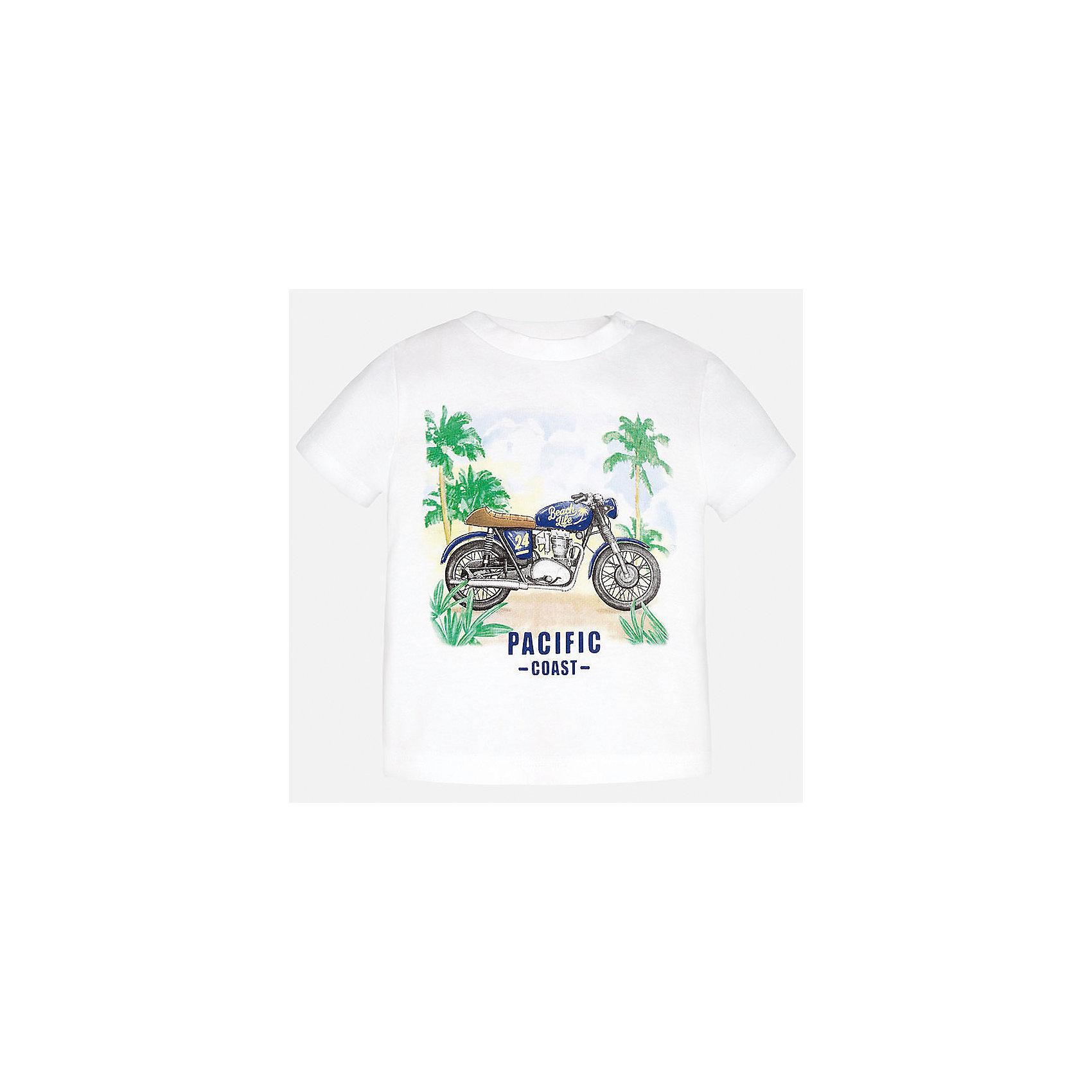 Футболка для мальчика MayoralФутболки, топы<br>Характеристики товара:<br><br>• цвет: белый<br>• состав: 100% хлопок<br>• круглый горловой вырез<br>• декорирована принтом<br>• короткие рукава<br>• мягкая отделка горловины<br>• страна бренда: Испания<br><br>Красивая хлопковая футболка с принтом поможет разнообразить гардероб мальчика. Она отлично сочетается с брюками, шортами, джинсами. Универсальный крой и цвет позволяет подобрать к вещи низ разных расцветок. Практичное и стильное изделие! Хорошо смотрится и комфортно сидит на детях. В составе материала - только натуральный хлопок, гипоаллергенный, приятный на ощупь, дышащий. <br><br>Одежда, обувь и аксессуары от испанского бренда Mayoral полюбились детям и взрослым по всему миру. Модели этой марки - стильные и удобные. Для их производства используются только безопасные, качественные материалы и фурнитура. Порадуйте ребенка модными и красивыми вещами от Mayoral! <br><br>Футболку для мальчика от испанского бренда Mayoral (Майорал) можно купить в нашем интернет-магазине.<br><br>Ширина мм: 199<br>Глубина мм: 10<br>Высота мм: 161<br>Вес г: 151<br>Цвет: белый<br>Возраст от месяцев: 12<br>Возраст до месяцев: 15<br>Пол: Мужской<br>Возраст: Детский<br>Размер: 80,92,86<br>SKU: 5278501