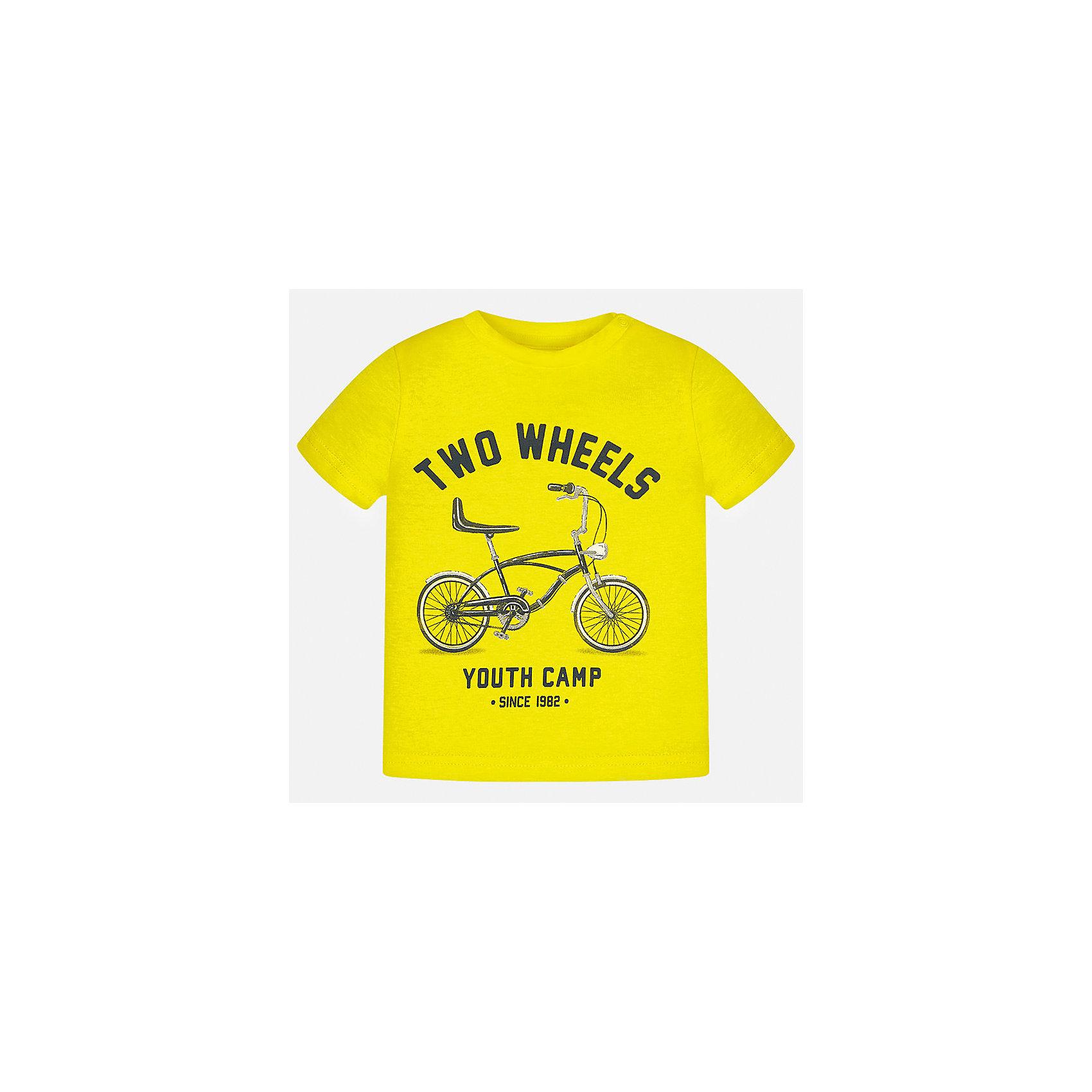 Футболка для мальчика MayoralФутболки, топы<br>Характеристики товара:<br><br>• цвет: желтый<br>• состав: 100% хлопок<br>• круглый горловой вырез<br>• декорирована принтом<br>• короткие рукава<br>• мягкая отделка горловины<br>• страна бренда: Испания<br><br>Красивая хлопковая футболка с принтом поможет разнообразить гардероб мальчика. Она отлично сочетается с брюками, шортами, джинсами. Универсальный крой и цвет позволяет подобрать к вещи низ разных расцветок. Практичное и стильное изделие! Хорошо смотрится и комфортно сидит на детях. В составе материала - только натуральный хлопок, гипоаллергенный, приятный на ощупь, дышащий. <br><br>Одежда, обувь и аксессуары от испанского бренда Mayoral полюбились детям и взрослым по всему миру. Модели этой марки - стильные и удобные. Для их производства используются только безопасные, качественные материалы и фурнитура. Порадуйте ребенка модными и красивыми вещами от Mayoral! <br><br>Футболку для мальчика от испанского бренда Mayoral (Майорал) можно купить в нашем интернет-магазине.<br><br>Ширина мм: 199<br>Глубина мм: 10<br>Высота мм: 161<br>Вес г: 151<br>Цвет: желтый<br>Возраст от месяцев: 12<br>Возраст до месяцев: 15<br>Пол: Мужской<br>Возраст: Детский<br>Размер: 80,86,92<br>SKU: 5278505