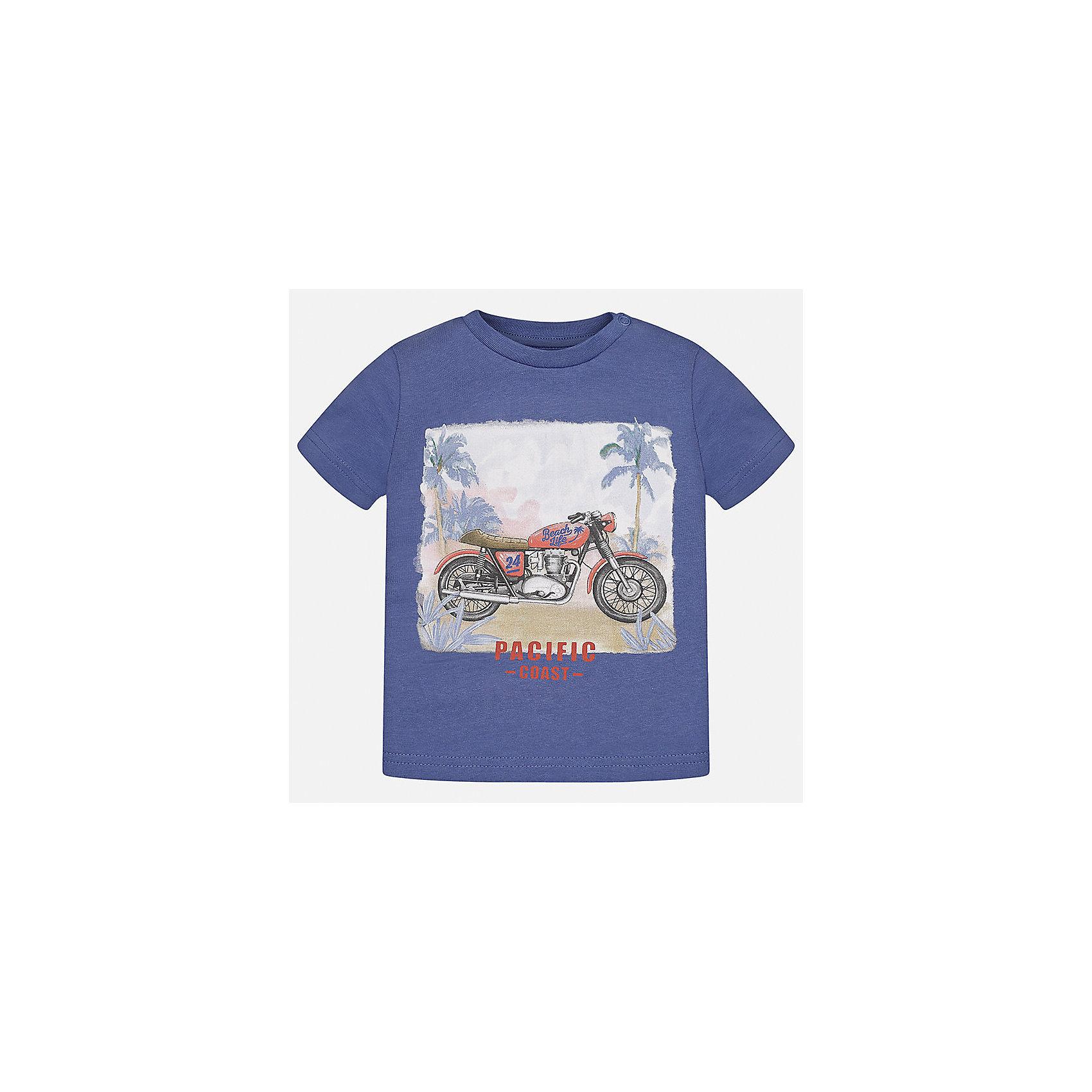 Футболка для мальчика MayoralФутболки, поло и топы<br>Характеристики товара:<br><br>• цвет: синий<br>• состав: 100% хлопок<br>• круглый горловой вырез<br>• декорирована принтом<br>• короткие рукава<br>• мягкая отделка горловины<br>• страна бренда: Испания<br><br>Красивая хлопковая футболка с принтом поможет разнообразить гардероб мальчика. Она отлично сочетается с брюками, шортами, джинсами. Универсальный крой и цвет позволяет подобрать к вещи низ разных расцветок. Практичное и стильное изделие! Хорошо смотрится и комфортно сидит на детях. В составе материала - только натуральный хлопок, гипоаллергенный, приятный на ощупь, дышащий. <br><br>Одежда, обувь и аксессуары от испанского бренда Mayoral полюбились детям и взрослым по всему миру. Модели этой марки - стильные и удобные. Для их производства используются только безопасные, качественные материалы и фурнитура. Порадуйте ребенка модными и красивыми вещами от Mayoral! <br><br>Футболку для мальчика от испанского бренда Mayoral (Майорал) можно купить в нашем интернет-магазине.<br><br>Ширина мм: 199<br>Глубина мм: 10<br>Высота мм: 161<br>Вес г: 151<br>Цвет: фиолетовый<br>Возраст от месяцев: 12<br>Возраст до месяцев: 15<br>Пол: Мужской<br>Возраст: Детский<br>Размер: 80,92,86<br>SKU: 5278509