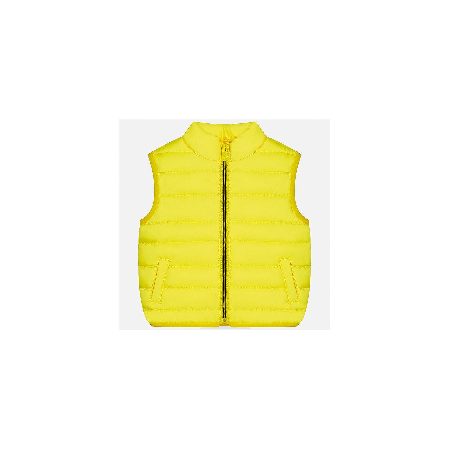Жилет для мальчика MayoralВерхняя одежда<br>Характеристики товара:<br><br>• цвет: жёлтый<br>• состав: 100% полиэстер<br>• температурный режим: +10°до +20°С<br>• без рукавов<br>• карманы<br>• молния <br>• воротник - стойка<br>• страна бренда: Испания<br><br>Стильный жилет для мальчика поможет разнообразить гардероб ребенка и обеспечить тепло. Он отлично сочетается и с джинсами, и с брюками. Универсальный цвет позволяет подобрать к вещи низ различных расцветок. Модное и практичное изделие.<br>Одежда, обувь и аксессуары от испанского бренда Mayoral полюбились детям и взрослым по всему миру. Модели этой марки - стильные и удобные. Для их производства используются только безопасные, качественные материалы и фурнитура. Порадуйте ребенка модными и красивыми вещами от Mayoral! <br><br>Жилет для мальчика от испанского бренда Mayoral (Майорал) можно купить в нашем интернет-магазине.<br><br>Ширина мм: 190<br>Глубина мм: 74<br>Высота мм: 229<br>Вес г: 236<br>Цвет: желтый<br>Возраст от месяцев: 18<br>Возраст до месяцев: 24<br>Пол: Мужской<br>Возраст: Детский<br>Размер: 92,86,80<br>SKU: 5279553
