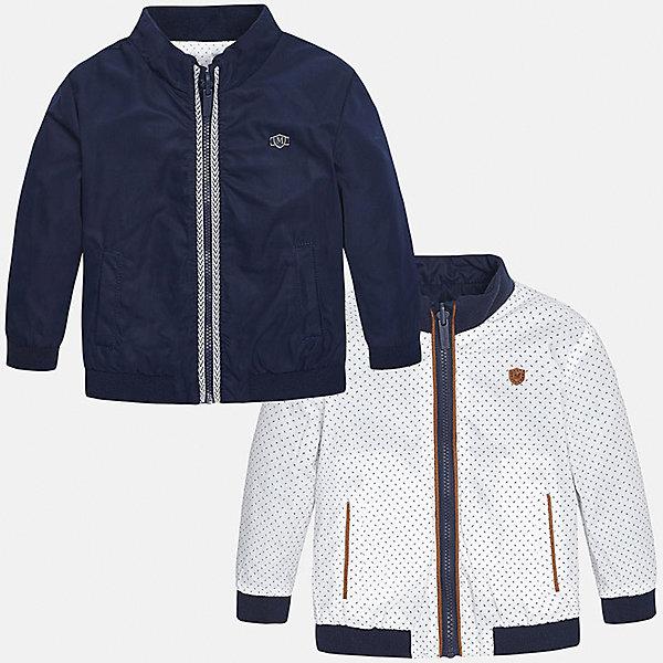 Ветровка двухсторонняя для мальчика MayoralВерхняя одежда<br>Характеристики товара:<br><br>• цвет: белый/синий<br>• состав: синяя сторона - 100% полиэстер; беля сторона - 100% хлопок<br>• температурный режим: от +15°до +10°С<br>• белая сторона в мелкий горох<br>• двусторонняя<br>• карманы<br>• молния<br>• манжеты<br>• страна бренда: Испания<br><br>Легкая ветровка для мальчика поможет разнообразить гардероб ребенка и обеспечить тепло в прохладную погоду. Эта ветровка - два в одном: стоит её вывернуть - и появляется еще одна курточка другой расцветки. Она отлично сочетается и с джинсами, и с брюками. Универсальный цвет позволяет подобрать к вещи низ различных расцветок. Интересная отделка модели делает её нарядной и оригинальной. <br><br>Одежда, обувь и аксессуары от испанского бренда Mayoral полюбились детям и взрослым по всему миру. Модели этой марки - стильные и удобные. Для их производства используются только безопасные, качественные материалы и фурнитура. Порадуйте ребенка модными и красивыми вещами от Mayoral! <br><br>Ветровку для мальчика от испанского бренда Mayoral (Майорал) можно купить в нашем интернет-магазине.<br><br>Ширина мм: 356<br>Глубина мм: 10<br>Высота мм: 245<br>Вес г: 519<br>Цвет: синий<br>Возраст от месяцев: 18<br>Возраст до месяцев: 24<br>Пол: Мужской<br>Возраст: Детский<br>Размер: 92,80,86<br>SKU: 5279600