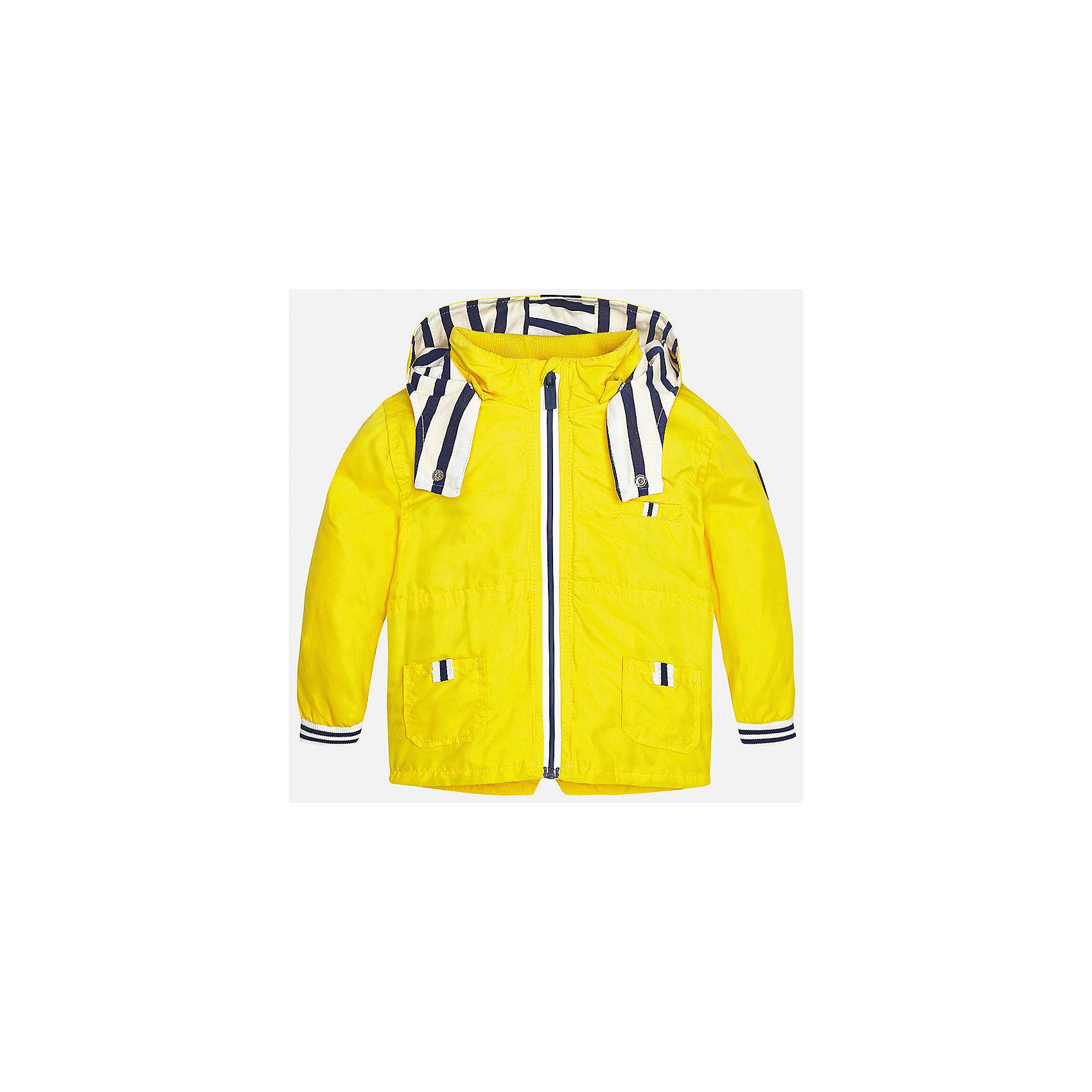 Ветровка для мальчика MayoralВерхняя одежда<br>Характеристики товара:<br><br>• цвет: желтый<br>• состав: 100% полиэстер, подкладка - 65% полиэстер, 35% хлопок<br>• манжеты <br>• карманы<br>• молния<br>• капюшон<br>• страна бренда: Испания<br><br>Легкая ветровка для мальчика поможет разнообразить гардероб ребенка и обеспечить тепло в прохладную погоду. Она отлично сочетается и с джинсами, и с брюками. Универсальный цвет позволяет подобрать к вещи низ различных расцветок. Интересная отделка модели делает её нарядной и оригинальной. В составе материала подкладки - натуральный хлопок, гипоаллергенный, приятный на ощупь, дышащий.<br><br>Одежда, обувь и аксессуары от испанского бренда Mayoral полюбились детям и взрослым по всему миру. Модели этой марки - стильные и удобные. Для их производства используются только безопасные, качественные материалы и фурнитура. Порадуйте ребенка модными и красивыми вещами от Mayoral! <br><br>Ветровку для мальчика от испанского бренда Mayoral (Майорал) можно купить в нашем интернет-магазине.<br><br>Ширина мм: 356<br>Глубина мм: 10<br>Высота мм: 245<br>Вес г: 519<br>Цвет: желтый<br>Возраст от месяцев: 12<br>Возраст до месяцев: 18<br>Пол: Мужской<br>Возраст: Детский<br>Размер: 86,92,80<br>SKU: 5279608