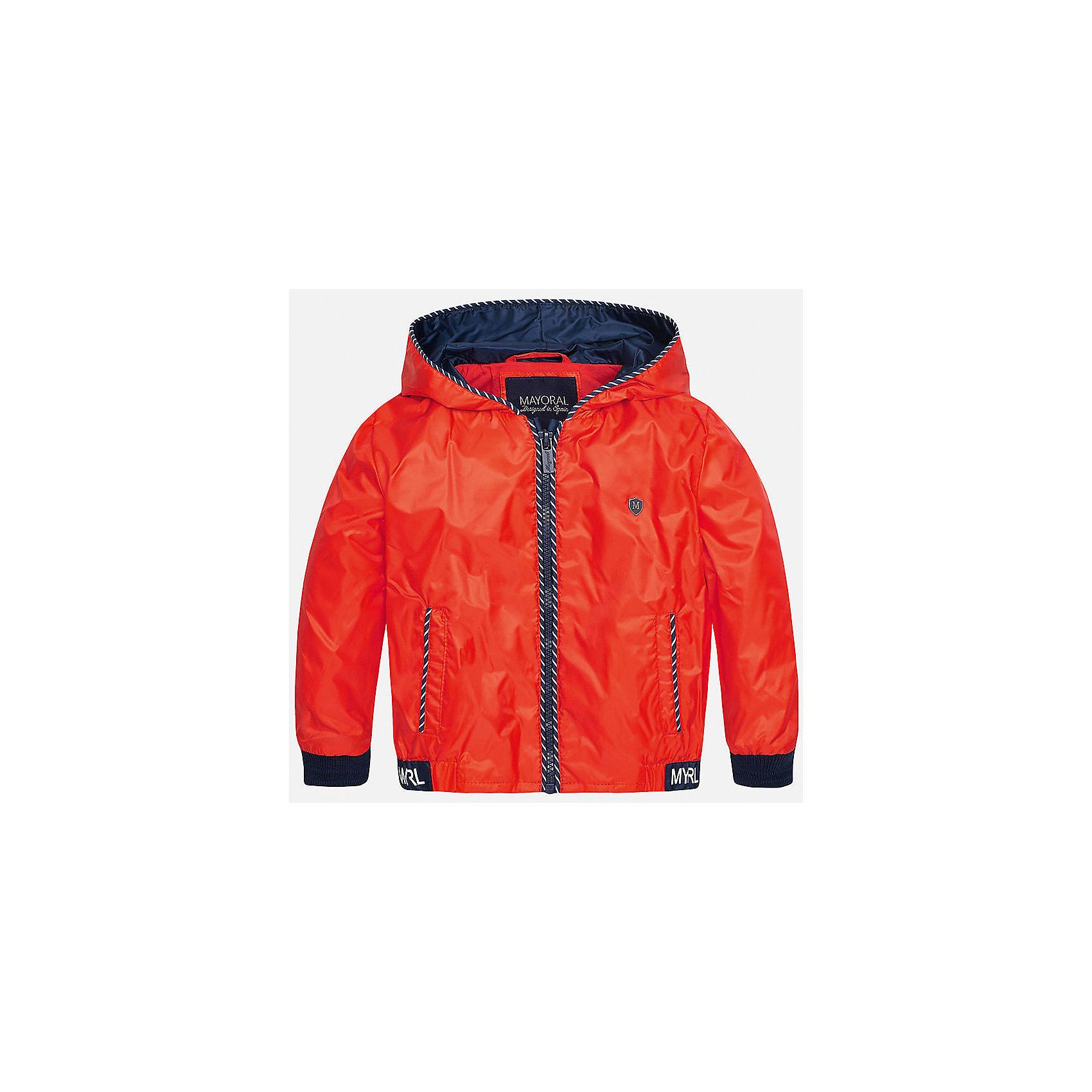 Ветровка для мальчика MayoralВерхняя одежда<br>Характеристики товара:<br><br>• цвет: красный<br>• состав: 100% полиэстер, подкладка - 100% хлопок<br>• манжеты <br>• карманы<br>• молния<br>• капюшон<br>• страна бренда: Испания<br><br>Легкая ветровка для мальчика поможет разнообразить гардероб ребенка и обеспечить тепло в прохладную погоду. Она отлично сочетается и с джинсами, и с брюками. Универсальный цвет позволяет подобрать к вещи низ различных расцветок. Интересная отделка модели делает её нарядной и оригинальной. В составе материала подкладки - натуральный хлопок, гипоаллергенный, приятный на ощупь, дышащий.<br><br>Одежда, обувь и аксессуары от испанского бренда Mayoral полюбились детям и взрослым по всему миру. Модели этой марки - стильные и удобные. Для их производства используются только безопасные, качественные материалы и фурнитура. Порадуйте ребенка модными и красивыми вещами от Mayoral! <br><br>Ветровку для мальчика от испанского бренда Mayoral (Майорал) можно купить в нашем интернет-магазине.<br><br>Ширина мм: 356<br>Глубина мм: 10<br>Высота мм: 245<br>Вес г: 519<br>Цвет: красный<br>Возраст от месяцев: 12<br>Возраст до месяцев: 18<br>Пол: Мужской<br>Возраст: Детский<br>Размер: 86,92,80<br>SKU: 5279616