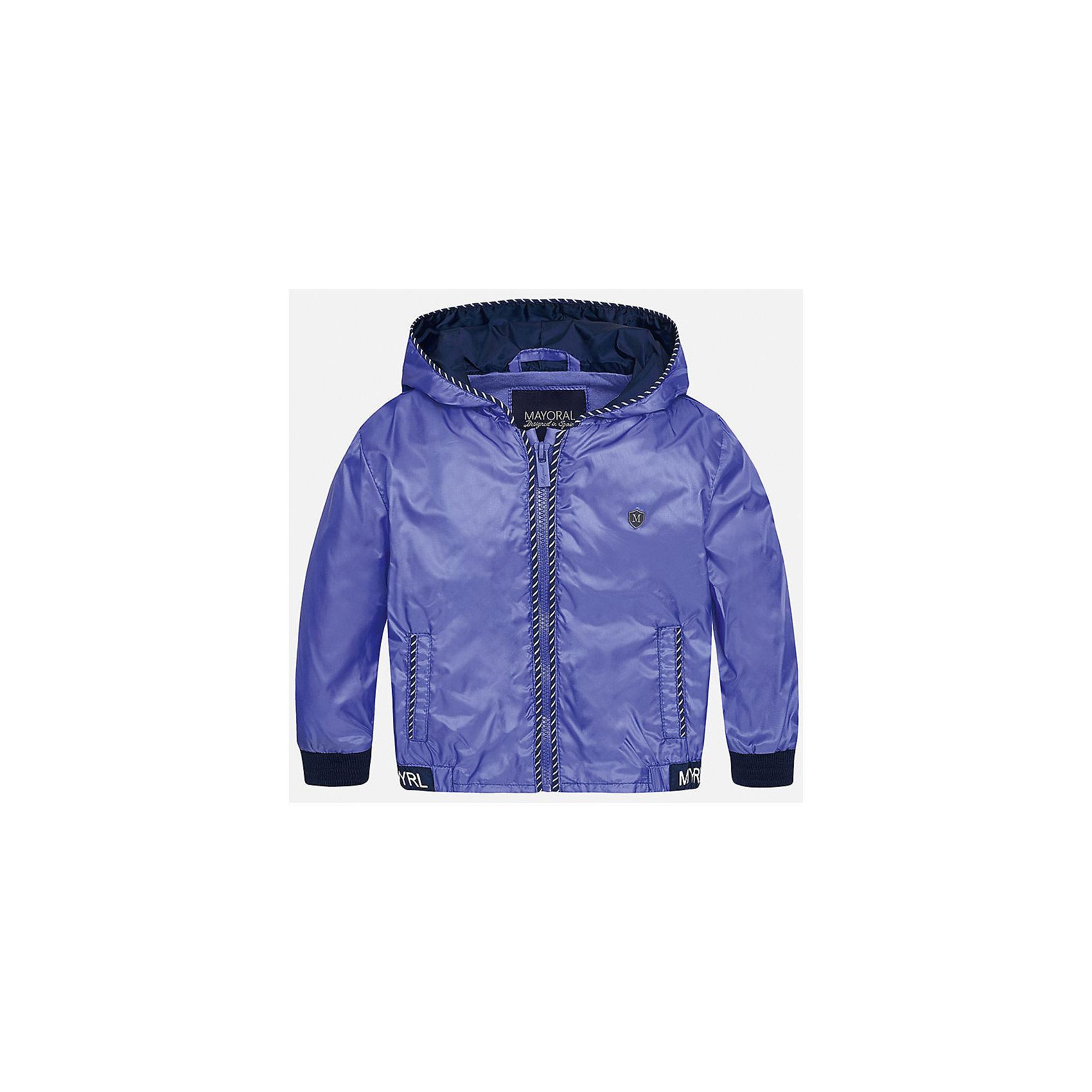 Ветровка для мальчика MayoralВерхняя одежда<br>Характеристики товара:<br><br>• цвет: синий<br>• состав: 100% полиэстер, подкладка - 100% хлопок<br>• манжеты <br>• карманы<br>• молния<br>• капюшон<br>• страна бренда: Испания<br><br>Легкая ветровка для мальчика поможет разнообразить гардероб ребенка и обеспечить тепло в прохладную погоду. Она отлично сочетается и с джинсами, и с брюками. Универсальный цвет позволяет подобрать к вещи низ различных расцветок. Интересная отделка модели делает её нарядной и оригинальной. В составе материала подкладки - натуральный хлопок, гипоаллергенный, приятный на ощупь, дышащий.<br><br>Одежда, обувь и аксессуары от испанского бренда Mayoral полюбились детям и взрослым по всему миру. Модели этой марки - стильные и удобные. Для их производства используются только безопасные, качественные материалы и фурнитура. Порадуйте ребенка модными и красивыми вещами от Mayoral! <br><br>Ветровку для мальчика от испанского бренда Mayoral (Майорал) можно купить в нашем интернет-магазине.<br><br>Ширина мм: 356<br>Глубина мм: 10<br>Высота мм: 245<br>Вес г: 519<br>Цвет: фиолетовый<br>Возраст от месяцев: 12<br>Возраст до месяцев: 18<br>Пол: Мужской<br>Возраст: Детский<br>Размер: 86,80,92<br>SKU: 5279620