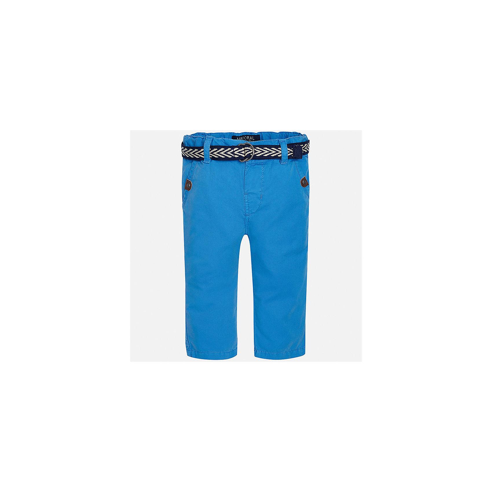Брюки для мальчика MayoralДжинсы и брючки<br>Характеристики товара:<br><br>• цвет: голубой<br>• состав: 100% хлопок<br>• ремень в комплекте<br>• шлевки<br>• карманы<br>• пояс с регулировкой объема<br>• классический силуэт<br>• страна бренда: Испания<br><br>Модные брюки для мальчика смогут стать базовой вещью в гардеробе ребенка. Они отлично сочетаются с майками, футболками, рубашками и т.д. Универсальный крой и цвет позволяет подобрать к вещи верх разных расцветок. Практичное и стильное изделие! В составе материала - натуральный хлопок, гипоаллергенный, приятный на ощупь, дышащий.<br><br>Одежда, обувь и аксессуары от испанского бренда Mayoral полюбились детям и взрослым по всему миру. Модели этой марки - стильные и удобные. Для их производства используются только безопасные, качественные материалы и фурнитура. Порадуйте ребенка модными и красивыми вещами от Mayoral! <br><br>Брюки для мальчика от испанского бренда Mayoral (Майорал) можно купить в нашем интернет-магазине.<br><br>Ширина мм: 215<br>Глубина мм: 88<br>Высота мм: 191<br>Вес г: 336<br>Цвет: синий<br>Возраст от месяцев: 18<br>Возраст до месяцев: 24<br>Пол: Мужской<br>Возраст: Детский<br>Размер: 92,86,80<br>SKU: 5279633