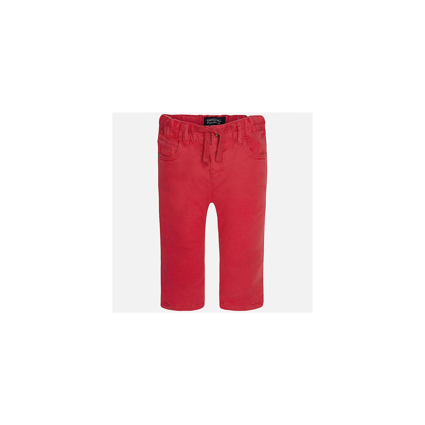 Брюки для мальчика MayoralДжинсы и брючки<br>Характеристики товара:<br><br>• цвет: красный<br>• состав: 98% хлопок, 2% эластан<br>• на задних карманах пуговицы<br>• прямые штанины<br>• пояс - широкая резинка и шнурок<br>• страна бренда: Испания<br><br>Красивые брюки для мальчика помогут обеспечить ребенку комфорт. Они отлично сочетаются с майками, футболками, куртками и т.д. Универсальный крой и цвет позволяет подобрать к вещи верх разных расцветок. Практичное и стильное изделие! В составе материала - натуральный хлопок, гипоаллергенный, приятный на ощупь, дышащий.<br><br>Одежда, обувь и аксессуары от испанского бренда Mayoral полюбились детям и взрослым по всему миру. Модели этой марки - стильные и удобные. Для их производства используются только безопасные, качественные материалы и фурнитура. Порадуйте ребенка модными и красивыми вещами от Mayoral! <br><br>Брюки для мальчика от испанского бренда Mayoral (Майорал) можно купить в нашем интернет-магазине.<br><br>Ширина мм: 215<br>Глубина мм: 88<br>Высота мм: 191<br>Вес г: 336<br>Цвет: красный<br>Возраст от месяцев: 18<br>Возраст до месяцев: 24<br>Пол: Мужской<br>Возраст: Детский<br>Размер: 92,80,86<br>SKU: 5279661