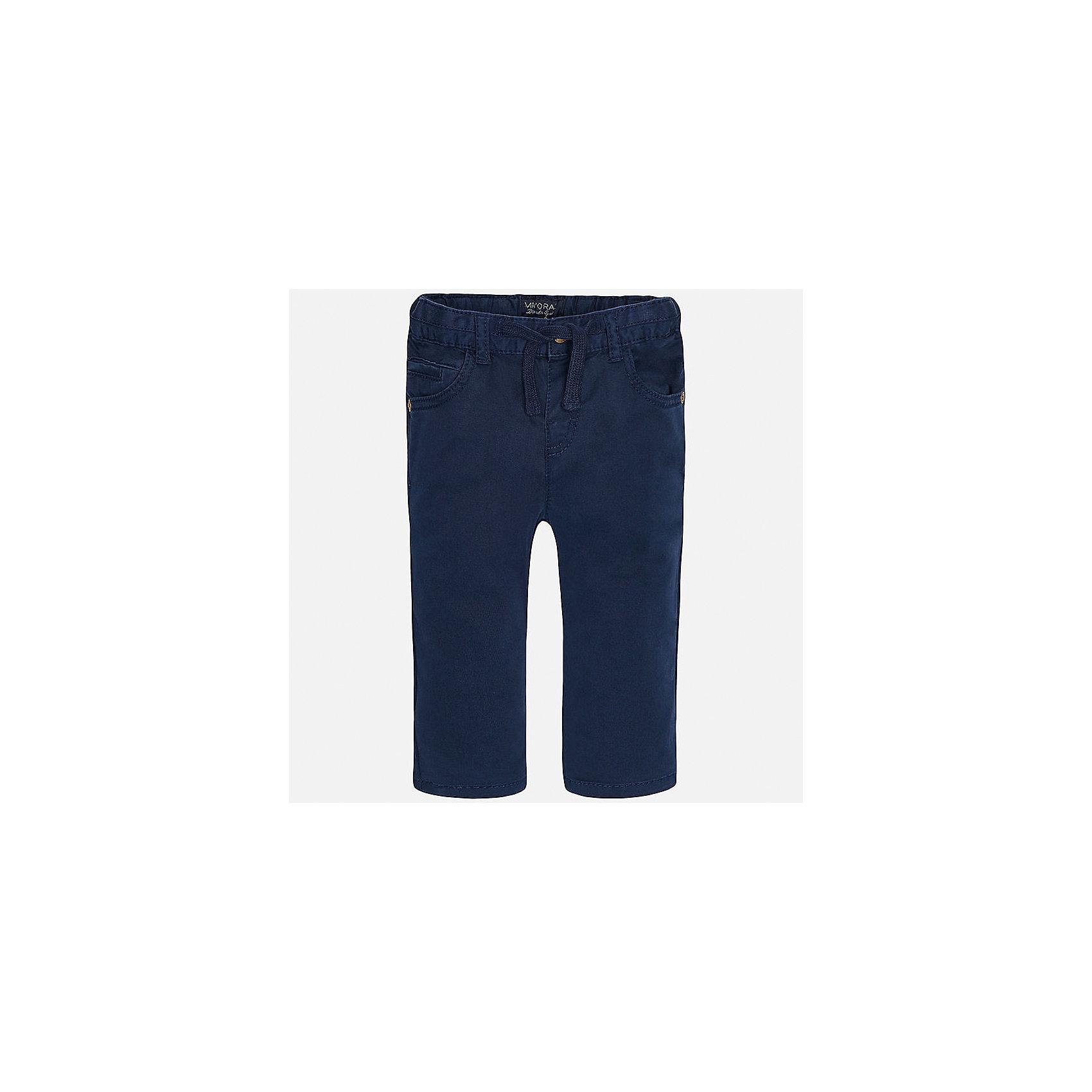 Брюки для мальчика MayoralДжинсы и брючки<br>Характеристики товара:<br><br>• цвет: темно-синий<br>• состав: 98% хлопок, 2% эластан<br>• на задних карманах пуговицы<br>• прямые штанины<br>• пояс - широкая резинка и шнурок<br>• страна бренда: Испания<br><br>Красивые брюки для мальчика помогут обеспечить ребенку комфорт. Они отлично сочетаются с майками, футболками, куртками и т.д. Универсальный крой и цвет позволяет подобрать к вещи верх разных расцветок. Практичное и стильное изделие! В составе материала - натуральный хлопок, гипоаллергенный, приятный на ощупь, дышащий.<br><br>Одежда, обувь и аксессуары от испанского бренда Mayoral полюбились детям и взрослым по всему миру. Модели этой марки - стильные и удобные. Для их производства используются только безопасные, качественные материалы и фурнитура. Порадуйте ребенка модными и красивыми вещами от Mayoral! <br><br>Брюки для мальчика от испанского бренда Mayoral (Майорал) можно купить в нашем интернет-магазине.<br><br>Ширина мм: 215<br>Глубина мм: 88<br>Высота мм: 191<br>Вес г: 336<br>Цвет: синий<br>Возраст от месяцев: 12<br>Возраст до месяцев: 15<br>Пол: Мужской<br>Возраст: Детский<br>Размер: 80,86,92<br>SKU: 5279665
