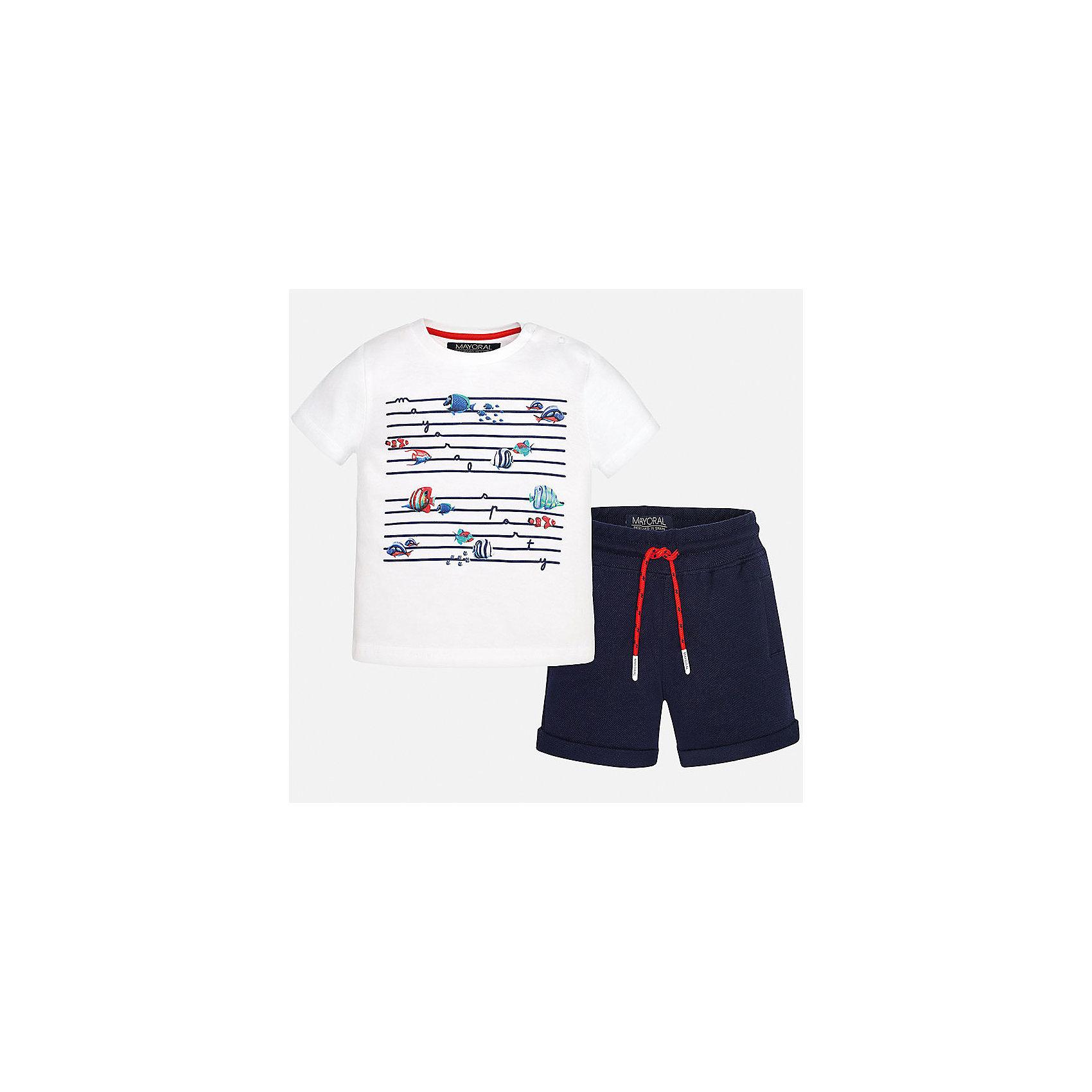 Комплект: футболка и шорты для мальчика MayoralКомплекты<br>Характеристики товара:<br><br>• цвет: белый/синий<br>• состав: футболка - 100% хлопок, шорты - 95% хлопок, 5% эластан<br>• комплектация: футболка, шорты<br>• футболка декорирована принтом<br>• короткие рукава<br>• шорты однотонные<br>• в поясе шнурок<br>• страна бренда: Испания<br><br>Красивый качественный комплект для мальчика поможет разнообразить гардероб ребенка и удобно одеться в теплую погоду. Он отлично сочетается с другими предметами. Универсальный цвет позволяет подобрать к вещам верхнюю одежду практически любой расцветки. Интересная отделка модели делает её нарядной и оригинальной. В составе материала - только натуральный хлопок, гипоаллергенный, приятный на ощупь, дышащий.<br><br>Одежда, обувь и аксессуары от испанского бренда Mayoral полюбились детям и взрослым по всему миру. Модели этой марки - стильные и удобные. Для их производства используются только безопасные, качественные материалы и фурнитура. Порадуйте ребенка модными и красивыми вещами от Mayoral! <br><br>Комплект для мальчика от испанского бренда Mayoral (Майорал) можно купить в нашем интернет-магазине.<br><br>Ширина мм: 215<br>Глубина мм: 88<br>Высота мм: 191<br>Вес г: 336<br>Цвет: синий<br>Возраст от месяцев: 12<br>Возраст до месяцев: 18<br>Пол: Мужской<br>Возраст: Детский<br>Размер: 86,80,92<br>SKU: 5279685