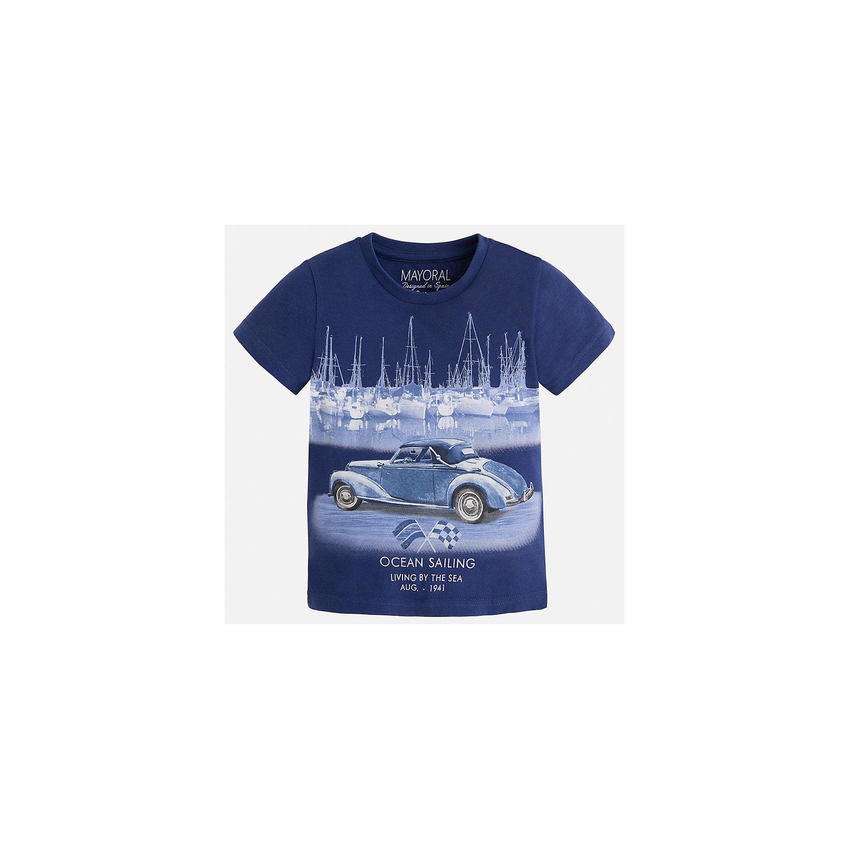 Футболка для мальчика MayoralФутболки, поло и топы<br>Характеристики товара:<br><br>• цвет: синий<br>• состав: 100% хлопок<br>• круглый горловой вырез<br>• принт впереди<br>• короткие рукава<br>• отделка горловины<br>• страна бренда: Испания<br><br>Стильная футболка с принтом поможет разнообразить гардероб мальчика. Она отлично сочетается с брюками, шортами, джинсами и т.д. Универсальный крой и цвет позволяет подобрать к вещи низ разных расцветок. Практичное и стильное изделие! В составе материала - только натуральный хлопок, гипоаллергенный, приятный на ощупь, дышащий.<br><br>Одежда, обувь и аксессуары от испанского бренда Mayoral полюбились детям и взрослым по всему миру. Модели этой марки - стильные и удобные. Для их производства используются только безопасные, качественные материалы и фурнитура. Порадуйте ребенка модными и красивыми вещами от Mayoral! <br><br>Футболку для мальчика от испанского бренда Mayoral (Майорал) можно купить в нашем интернет-магазине.<br><br>Ширина мм: 199<br>Глубина мм: 10<br>Высота мм: 161<br>Вес г: 151<br>Цвет: черный<br>Возраст от месяцев: 18<br>Возраст до месяцев: 24<br>Пол: Мужской<br>Возраст: Детский<br>Размер: 92,128,134,122,116,110,104,98<br>SKU: 5279764