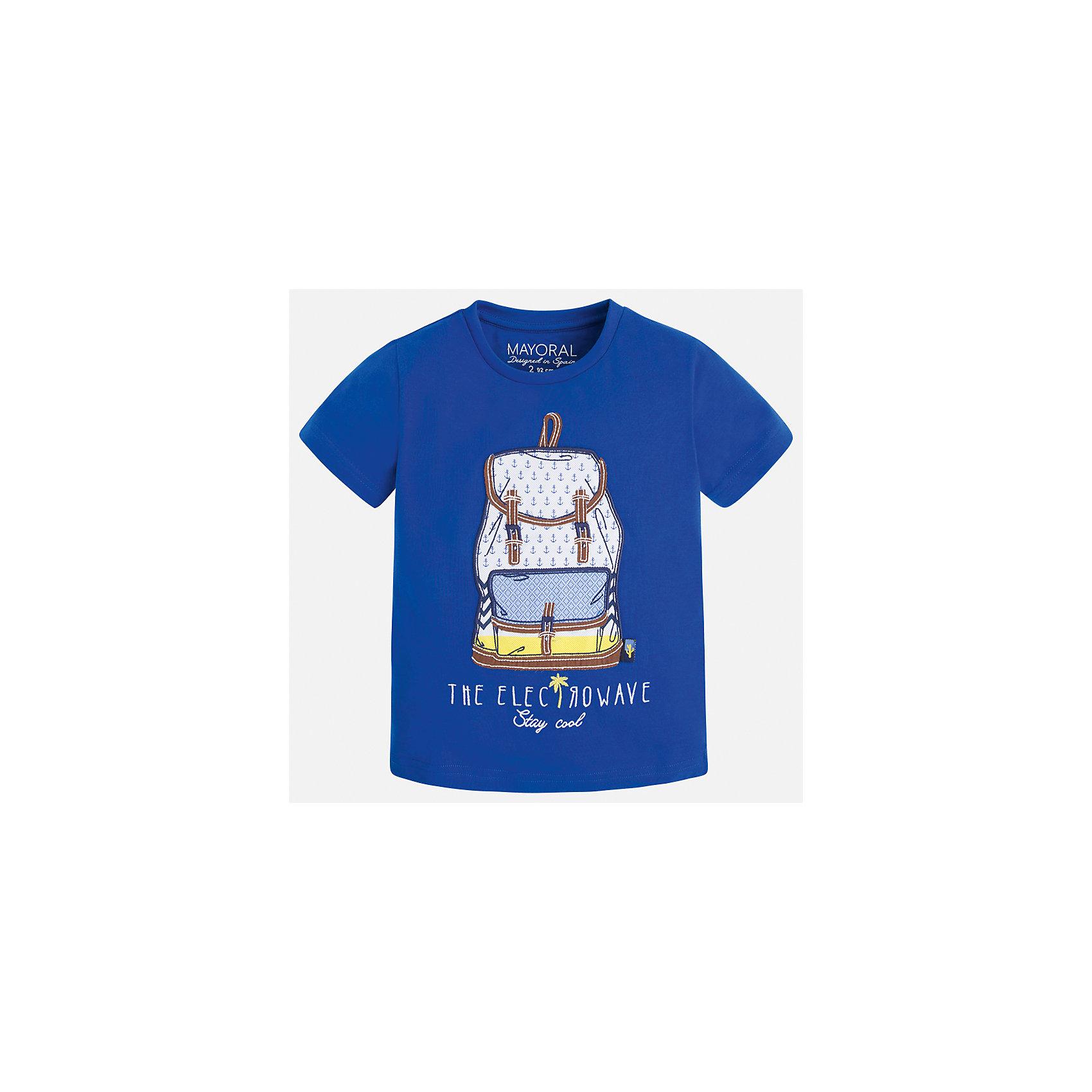 Футболка для мальчика MayoralФутболки, поло и топы<br>Характеристики товара:<br><br>• цвет: синий<br>• состав: 100% хлопок<br>• круглый горловой вырез<br>• принт впереди<br>• короткие рукава<br>• отделка горловины<br>• страна бренда: Испания<br><br>Модная удобная футболка с принтом поможет разнообразить гардероб мальчика. Она отлично сочетается с брюками, шортами, джинсами и т.д. Универсальный крой и цвет позволяет подобрать к вещи низ разных расцветок. Практичное и стильное изделие! В составе материала - только натуральный хлопок, гипоаллергенный, приятный на ощупь, дышащий.<br><br>Одежда, обувь и аксессуары от испанского бренда Mayoral полюбились детям и взрослым по всему миру. Модели этой марки - стильные и удобные. Для их производства используются только безопасные, качественные материалы и фурнитура. Порадуйте ребенка модными и красивыми вещами от Mayoral! <br><br>Футболку для мальчика от испанского бренда Mayoral (Майорал) можно купить в нашем интернет-магазине.<br><br>Ширина мм: 199<br>Глубина мм: 10<br>Высота мм: 161<br>Вес г: 151<br>Цвет: голубой<br>Возраст от месяцев: 18<br>Возраст до месяцев: 24<br>Пол: Мужской<br>Возраст: Детский<br>Размер: 92,134,128,122,116,110,104,98<br>SKU: 5279773