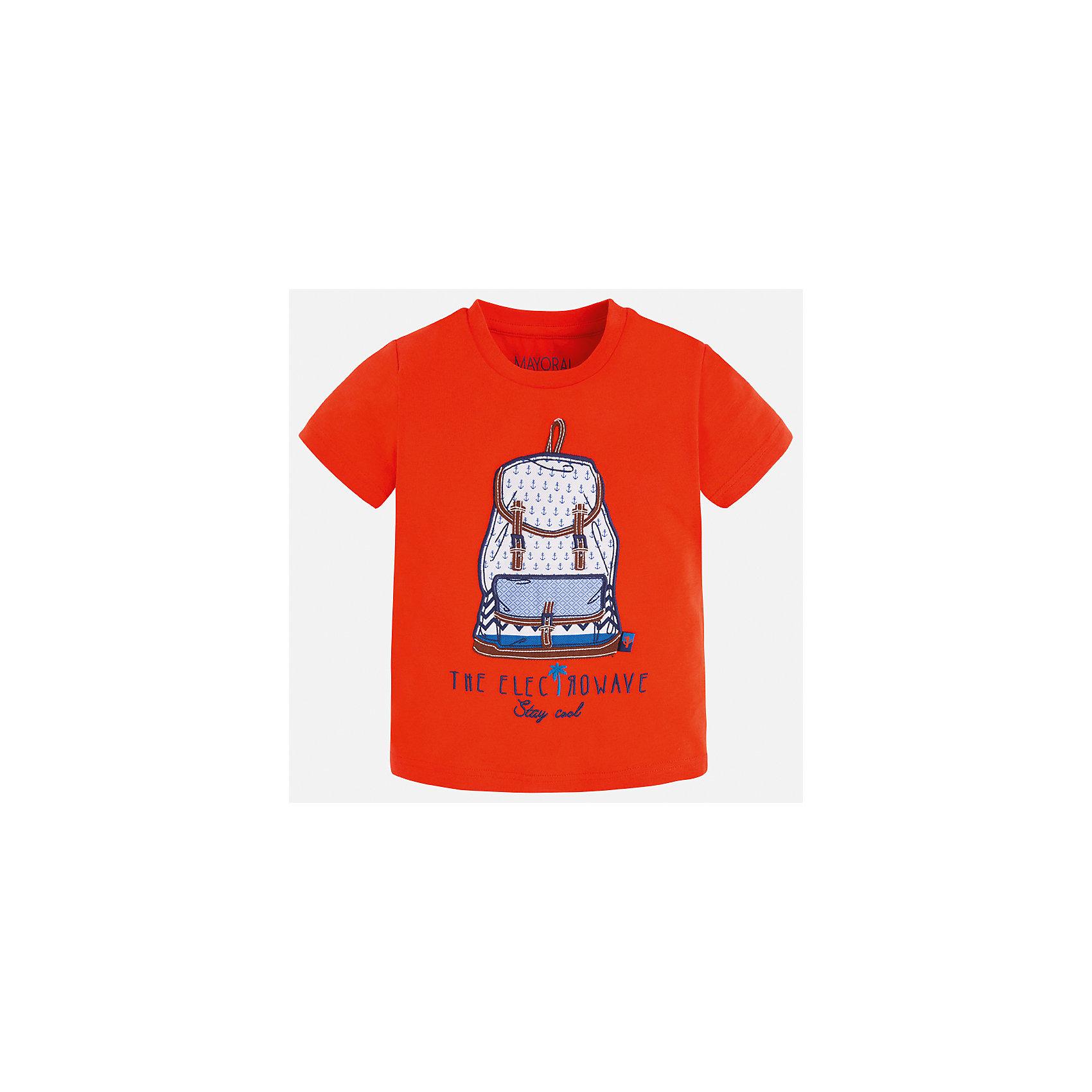 Футболка для мальчика MayoralФутболки, поло и топы<br>Характеристики товара:<br><br>• цвет: красный<br>• состав: 100% хлопок<br>• круглый горловой вырез<br>• принт впереди<br>• короткие рукава<br>• отделка горловины<br>• страна бренда: Испания<br><br>Модная удобная футболка с принтом поможет разнообразить гардероб мальчика. Она отлично сочетается с брюками, шортами, джинсами и т.д. Универсальный крой и цвет позволяет подобрать к вещи низ разных расцветок. Практичное и стильное изделие! В составе материала - только натуральный хлопок, гипоаллергенный, приятный на ощупь, дышащий.<br><br>Одежда, обувь и аксессуары от испанского бренда Mayoral полюбились детям и взрослым по всему миру. Модели этой марки - стильные и удобные. Для их производства используются только безопасные, качественные материалы и фурнитура. Порадуйте ребенка модными и красивыми вещами от Mayoral! <br><br>Футболку для мальчика от испанского бренда Mayoral (Майорал) можно купить в нашем интернет-магазине.<br><br>Ширина мм: 199<br>Глубина мм: 10<br>Высота мм: 161<br>Вес г: 151<br>Цвет: красный<br>Возраст от месяцев: 18<br>Возраст до месяцев: 24<br>Пол: Мужской<br>Возраст: Детский<br>Размер: 92,134,128,122,116,110,104,98<br>SKU: 5279791