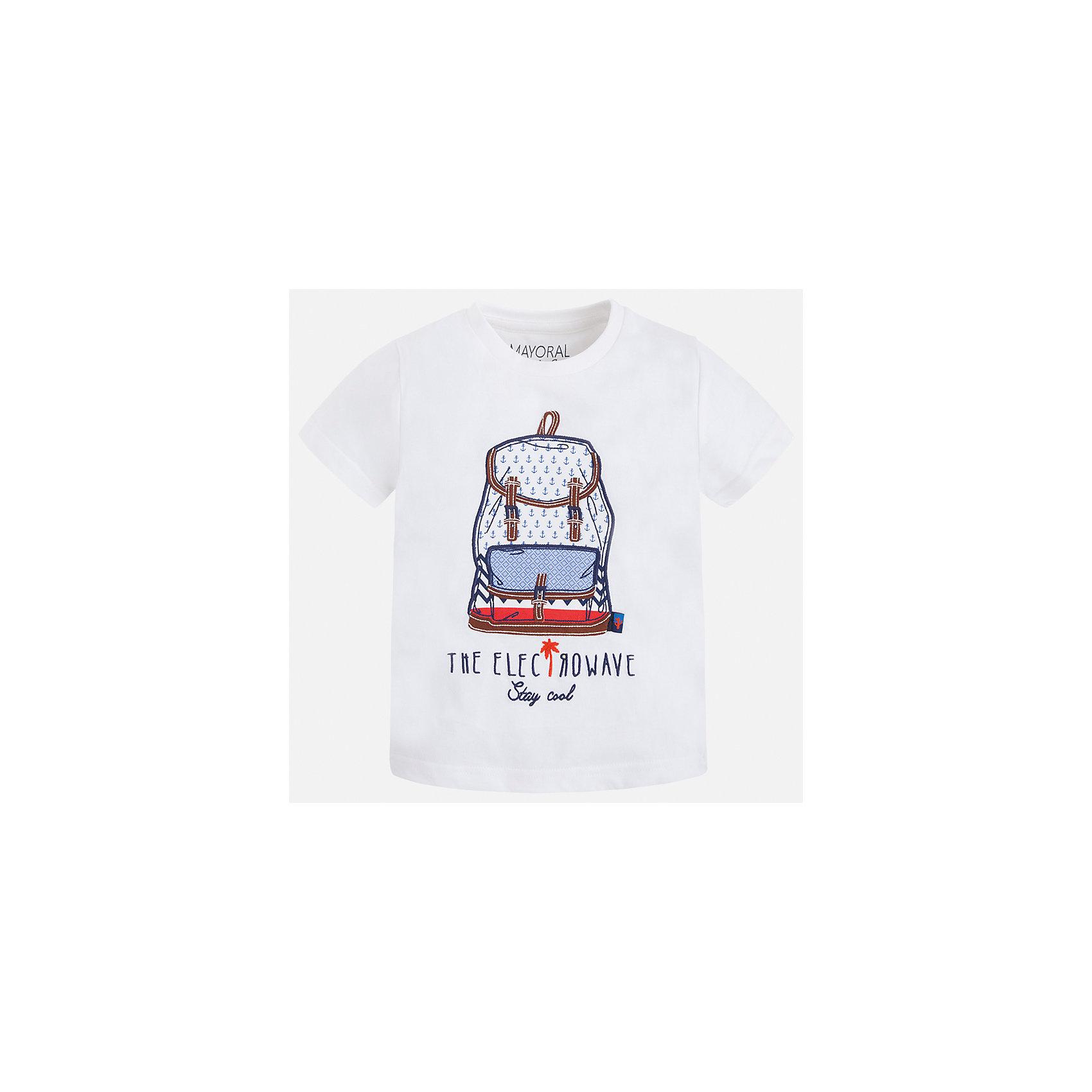 Футболка для мальчика MayoralФутболки, поло и топы<br>Характеристики товара:<br><br>• цвет: белый<br>• состав: 100% хлопок<br>• круглый горловой вырез<br>• принт впереди<br>• короткие рукава<br>• отделка горловины<br>• страна бренда: Испания<br><br>Модная удобная футболка с принтом поможет разнообразить гардероб мальчика. Она отлично сочетается с брюками, шортами, джинсами и т.д. Универсальный крой и цвет позволяет подобрать к вещи низ разных расцветок. Практичное и стильное изделие! В составе материала - только натуральный хлопок, гипоаллергенный, приятный на ощупь, дышащий.<br><br>Одежда, обувь и аксессуары от испанского бренда Mayoral полюбились детям и взрослым по всему миру. Модели этой марки - стильные и удобные. Для их производства используются только безопасные, качественные материалы и фурнитура. Порадуйте ребенка модными и красивыми вещами от Mayoral! <br><br>Футболку для мальчика от испанского бренда Mayoral (Майорал) можно купить в нашем интернет-магазине.<br><br>Ширина мм: 199<br>Глубина мм: 10<br>Высота мм: 161<br>Вес г: 151<br>Цвет: белый<br>Возраст от месяцев: 36<br>Возраст до месяцев: 48<br>Пол: Мужской<br>Возраст: Детский<br>Размер: 104,134,128,122,116,110,98,92<br>SKU: 5279800