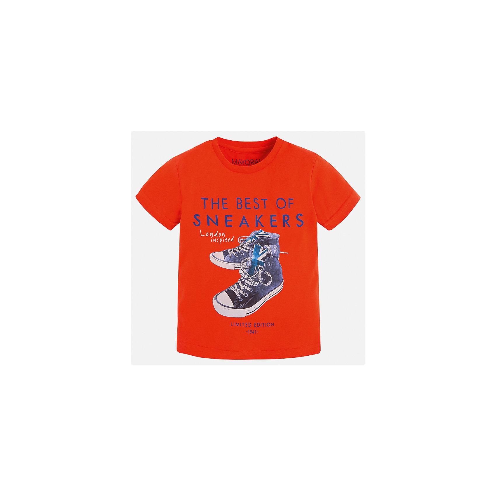 Футболка для мальчика MayoralФутболки, поло и топы<br>Характеристики товара:<br><br>• цвет: красный<br>• состав: 100% хлопок<br>• круглый горловой вырез<br>• принт впереди<br>• короткие рукава<br>• отделка горловины<br>• страна бренда: Испания<br><br>Модная удобная футболка с принтом поможет разнообразить гардероб мальчика. Она отлично сочетается с брюками, шортами, джинсами и т.д. Универсальный крой и цвет позволяет подобрать к вещи низ разных расцветок. Практичное и стильное изделие! В составе материала - только натуральный хлопок, гипоаллергенный, приятный на ощупь, дышащий.<br><br>Одежда, обувь и аксессуары от испанского бренда Mayoral полюбились детям и взрослым по всему миру. Модели этой марки - стильные и удобные. Для их производства используются только безопасные, качественные материалы и фурнитура. Порадуйте ребенка модными и красивыми вещами от Mayoral! <br><br>Футболку для мальчика от испанского бренда Mayoral (Майорал) можно купить в нашем интернет-магазине.<br><br>Ширина мм: 199<br>Глубина мм: 10<br>Высота мм: 161<br>Вес г: 151<br>Цвет: красный<br>Возраст от месяцев: 84<br>Возраст до месяцев: 96<br>Пол: Мужской<br>Возраст: Детский<br>Размер: 128,134,110,104,92,122,116,98<br>SKU: 5279827