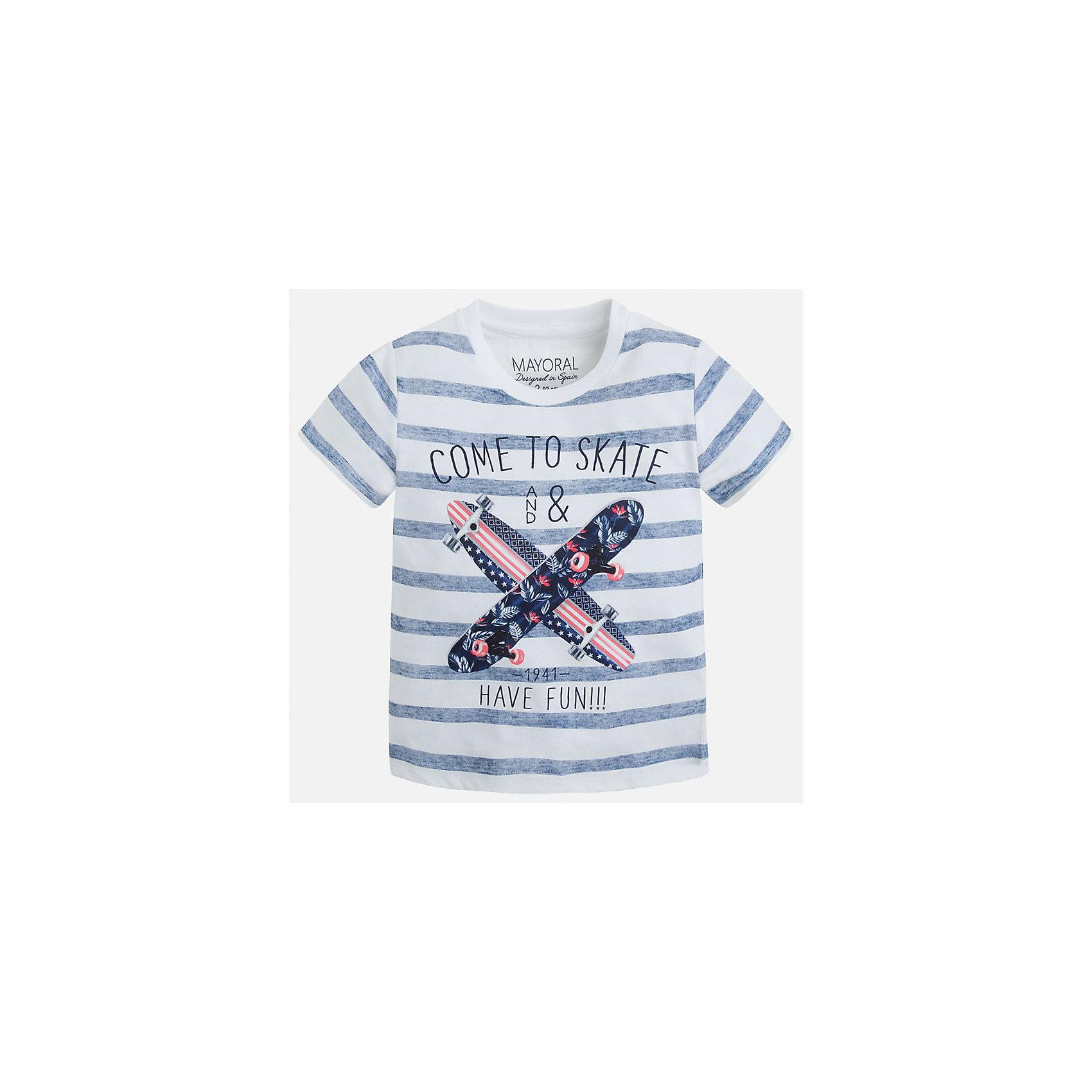 Футболка для мальчика MayoralФутболки, поло и топы<br>Характеристики товара:<br><br>• цвет: белый/синий<br>• состав: 100% хлопок<br>• круглый горловой вырез<br>• декорирована принтом<br>• короткие рукава<br>• отделка горловины<br>• страна бренда: Испания<br><br>Модная удобная футболка с принтом поможет разнообразить гардероб мальчика. Она отлично сочетается с брюками, шортами, джинсами. Универсальный крой и цвет позволяет подобрать к вещи низ разных расцветок. Практичное и стильное изделие! Хорошо смотрится и комфортно сидит на детях. В составе материала - только натуральный хлопок, гипоаллергенный, приятный на ощупь, дышащий. <br><br>Одежда, обувь и аксессуары от испанского бренда Mayoral полюбились детям и взрослым по всему миру. Модели этой марки - стильные и удобные. Для их производства используются только безопасные, качественные материалы и фурнитура. Порадуйте ребенка модными и красивыми вещами от Mayoral! <br><br>Футболку для мальчика от испанского бренда Mayoral (Майорал) можно купить в нашем интернет-магазине.<br><br>Ширина мм: 199<br>Глубина мм: 10<br>Высота мм: 161<br>Вес г: 151<br>Цвет: синий<br>Возраст от месяцев: 36<br>Возраст до месяцев: 48<br>Пол: Мужской<br>Возраст: Детский<br>Размер: 104,92,98,110,116,122,128,134<br>SKU: 5279863