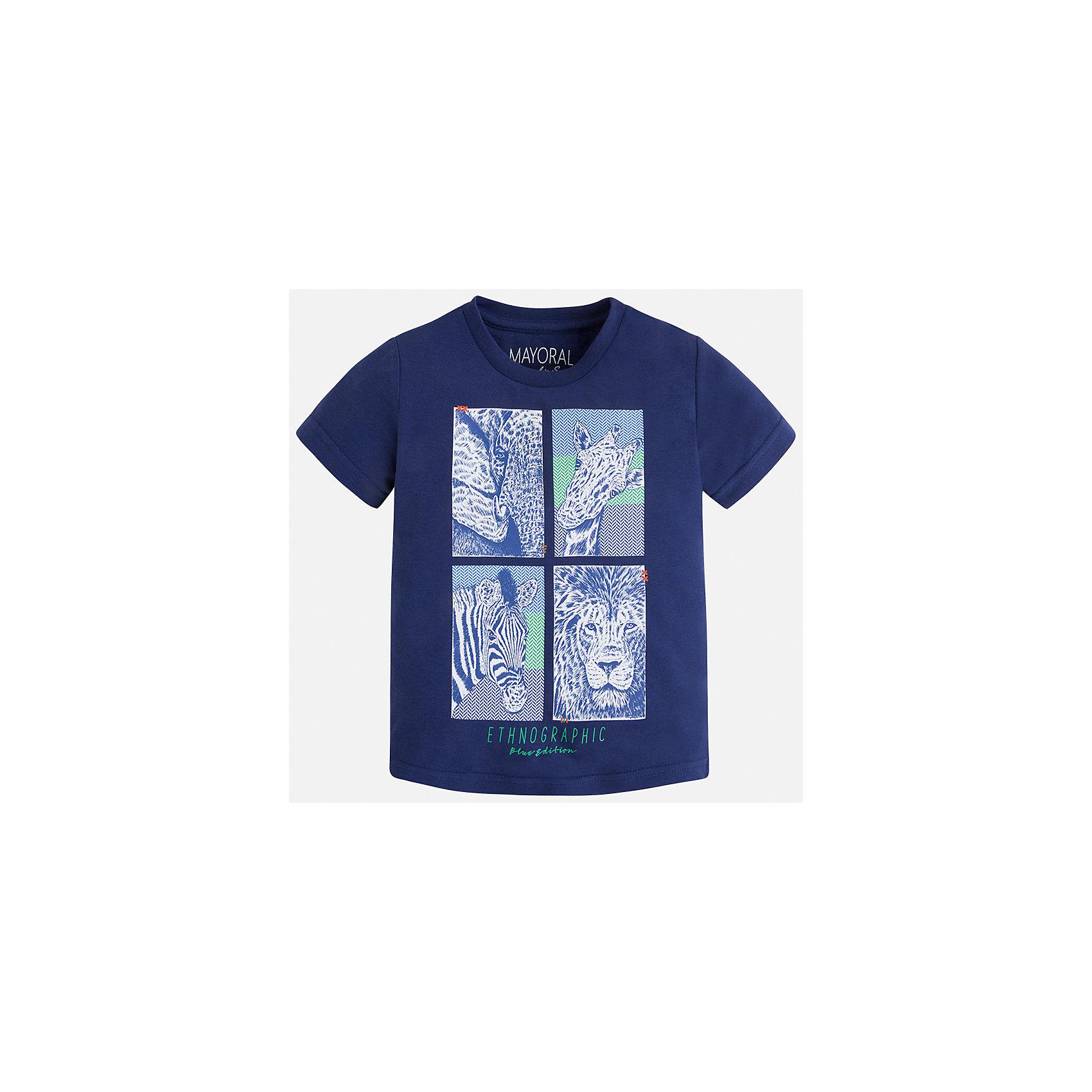 Футболка для мальчика MayoralФутболки, поло и топы<br>Характеристики товара:<br><br>• цвет: синий<br>• состав: 100% хлопок<br>• круглый горловой вырез<br>• декорирована принтом<br>• короткие рукава<br>• отделка горловины<br>• страна бренда: Испания<br><br>Модная удобная футболка с принтом поможет разнообразить гардероб мальчика. Она отлично сочетается с брюками, шортами, джинсами. Универсальный крой и цвет позволяет подобрать к вещи низ разных расцветок. Практичное и стильное изделие! Хорошо смотрится и комфортно сидит на детях. В составе материала - только натуральный хлопок, гипоаллергенный, приятный на ощупь, дышащий. <br><br>Одежда, обувь и аксессуары от испанского бренда Mayoral полюбились детям и взрослым по всему миру. Модели этой марки - стильные и удобные. Для их производства используются только безопасные, качественные материалы и фурнитура. Порадуйте ребенка модными и красивыми вещами от Mayoral! <br><br>Футболку для мальчика от испанского бренда Mayoral (Майорал) можно купить в нашем интернет-магазине.<br><br>Ширина мм: 199<br>Глубина мм: 10<br>Высота мм: 161<br>Вес г: 151<br>Цвет: синий<br>Возраст от месяцев: 24<br>Возраст до месяцев: 36<br>Пол: Мужской<br>Возраст: Детский<br>Размер: 98,104,92,122,134,128,116,110<br>SKU: 5279890