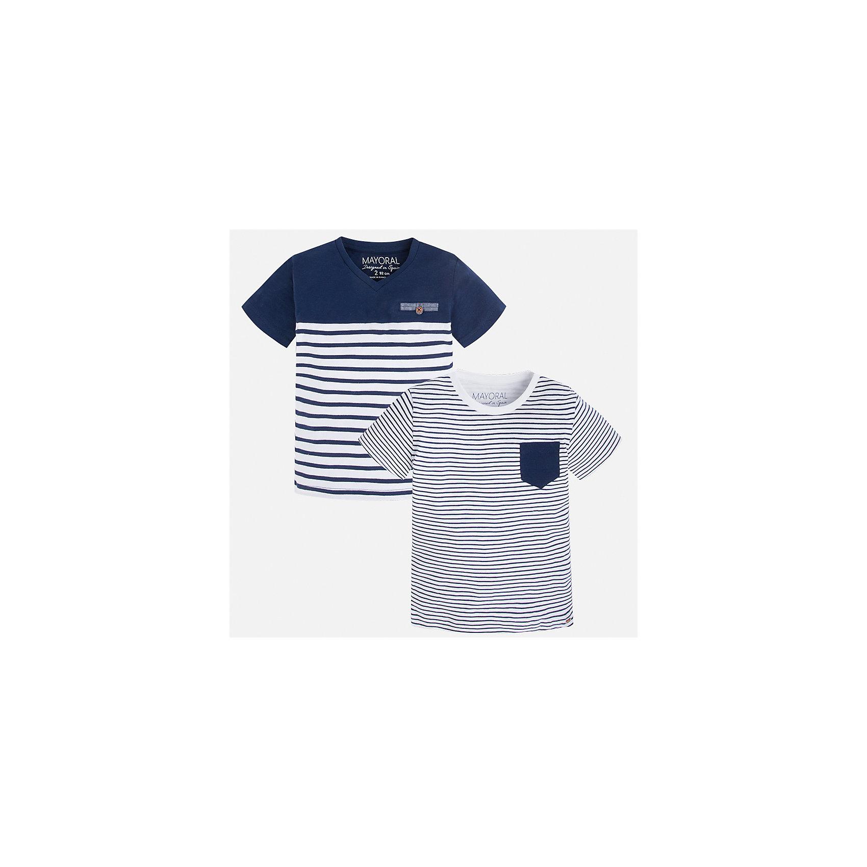 Футболка (2 шт.) для мальчика MayoralПолоска<br>Характеристики товара:<br><br>• цвет: белый/синий<br>• состав: 100% хлопок<br>• комплектация: 2 шт<br>• декорированы кармашком на груди<br>• короткие рукава<br>• отделка горловины<br>• страна бренда: Испания<br><br>Модная удобная футболка с принтом поможет разнообразить гардероб мальчика. Она отлично сочетается с брюками, шортами, джинсами. Универсальный крой и цвет позволяет подобрать к вещи низ разных расцветок. Практичное и стильное изделие! Хорошо смотрится и комфортно сидит на детях. В составе материала - только натуральный хлопок, гипоаллергенный, приятный на ощупь, дышащий. <br><br>Одежда, обувь и аксессуары от испанского бренда Mayoral полюбились детям и взрослым по всему миру. Модели этой марки - стильные и удобные. Для их производства используются только безопасные, качественные материалы и фурнитура. Порадуйте ребенка модными и красивыми вещами от Mayoral! <br><br>Футболку (2 шт.) для мальчика от испанского бренда Mayoral (Майорал) можно купить в нашем интернет-магазине.<br><br>Ширина мм: 199<br>Глубина мм: 10<br>Высота мм: 161<br>Вес г: 151<br>Цвет: синий<br>Возраст от месяцев: 18<br>Возраст до месяцев: 24<br>Пол: Мужской<br>Возраст: Детский<br>Размер: 98,116,122,104,92,110,128,134<br>SKU: 5279935