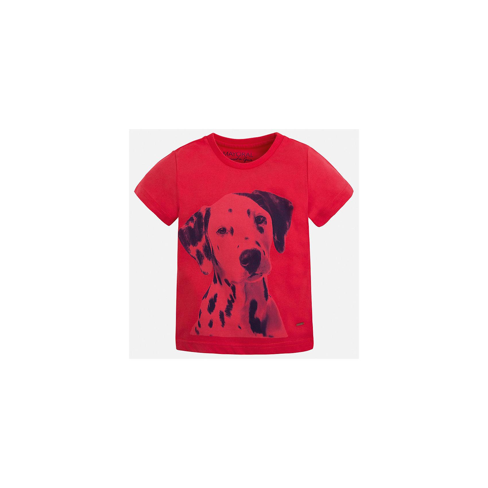 Футболка для мальчика MayoralФутболки, поло и топы<br>Характеристики товара:<br><br>• цвет: красный<br>• состав: 100% хлопок<br>• круглый горловой вырез<br>• декорирована принтом<br>• короткие рукава<br>• отделка горловины<br>• страна бренда: Испания<br><br>Модная удобная футболка с принтом поможет разнообразить гардероб мальчика. Она отлично сочетается с брюками, шортами, джинсами. Универсальный крой и цвет позволяет подобрать к вещи низ разных расцветок. Практичное и стильное изделие! Хорошо смотрится и комфортно сидит на детях. В составе материала - только натуральный хлопок, гипоаллергенный, приятный на ощупь, дышащий. <br><br>Одежда, обувь и аксессуары от испанского бренда Mayoral полюбились детям и взрослым по всему миру. Модели этой марки - стильные и удобные. Для их производства используются только безопасные, качественные материалы и фурнитура. Порадуйте ребенка модными и красивыми вещами от Mayoral! <br><br>Футболку для мальчика от испанского бренда Mayoral (Майорал) можно купить в нашем интернет-магазине.<br><br>Ширина мм: 199<br>Глубина мм: 10<br>Высота мм: 161<br>Вес г: 151<br>Цвет: красный<br>Возраст от месяцев: 36<br>Возраст до месяцев: 48<br>Пол: Мужской<br>Возраст: Детский<br>Размер: 104,98,92,134,128,122,116,110<br>SKU: 5279963