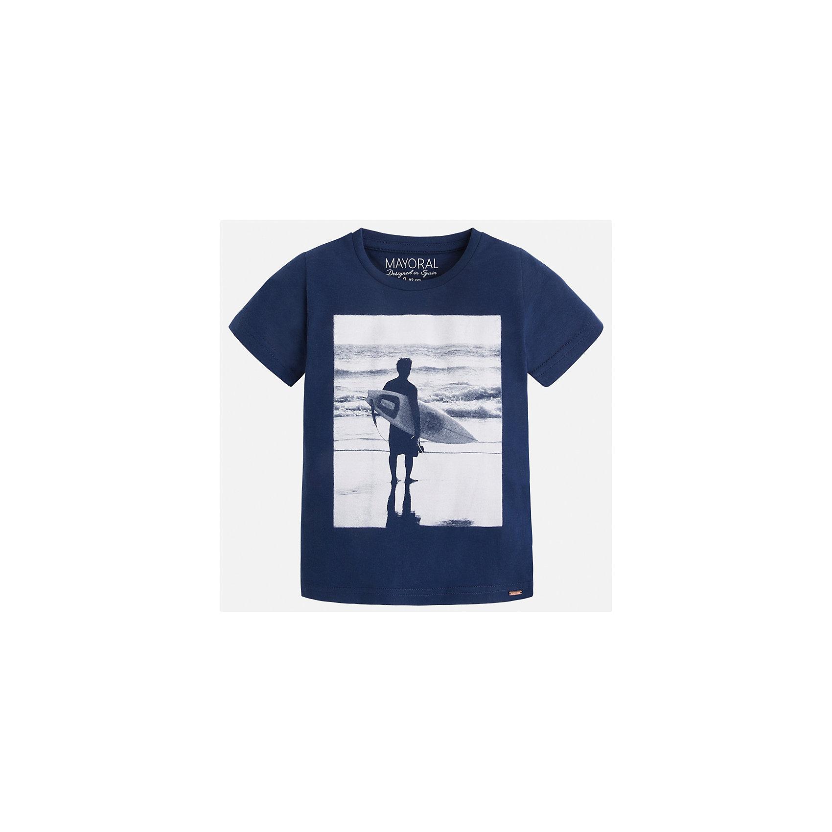 Футболка для мальчика MayoralЛови волну<br>Характеристики товара:<br><br>• цвет: синий<br>• состав: 100% хлопок<br>• круглый горловой вырез<br>• декорирована принтом<br>• короткие рукава<br>• отделка горловины<br>• страна бренда: Испания<br><br>Стильная удобная футболка с принтом поможет разнообразить гардероб мальчика. Она отлично сочетается с брюками, шортами, джинсами. Универсальный крой и цвет позволяет подобрать к вещи низ разных расцветок. Практичное и стильное изделие! Хорошо смотрится и комфортно сидит на детях. В составе материала - только натуральный хлопок, гипоаллергенный, приятный на ощупь, дышащий. <br><br>Одежда, обувь и аксессуары от испанского бренда Mayoral полюбились детям и взрослым по всему миру. Модели этой марки - стильные и удобные. Для их производства используются только безопасные, качественные материалы и фурнитура. Порадуйте ребенка модными и красивыми вещами от Mayoral! <br><br>Футболку для мальчика от испанского бренда Mayoral (Майорал) можно купить в нашем интернет-магазине.<br><br>Ширина мм: 199<br>Глубина мм: 10<br>Высота мм: 161<br>Вес г: 151<br>Цвет: синий<br>Возраст от месяцев: 18<br>Возраст до месяцев: 24<br>Пол: Мужской<br>Возраст: Детский<br>Размер: 92,134,128,122,116,110,104,98<br>SKU: 5279972
