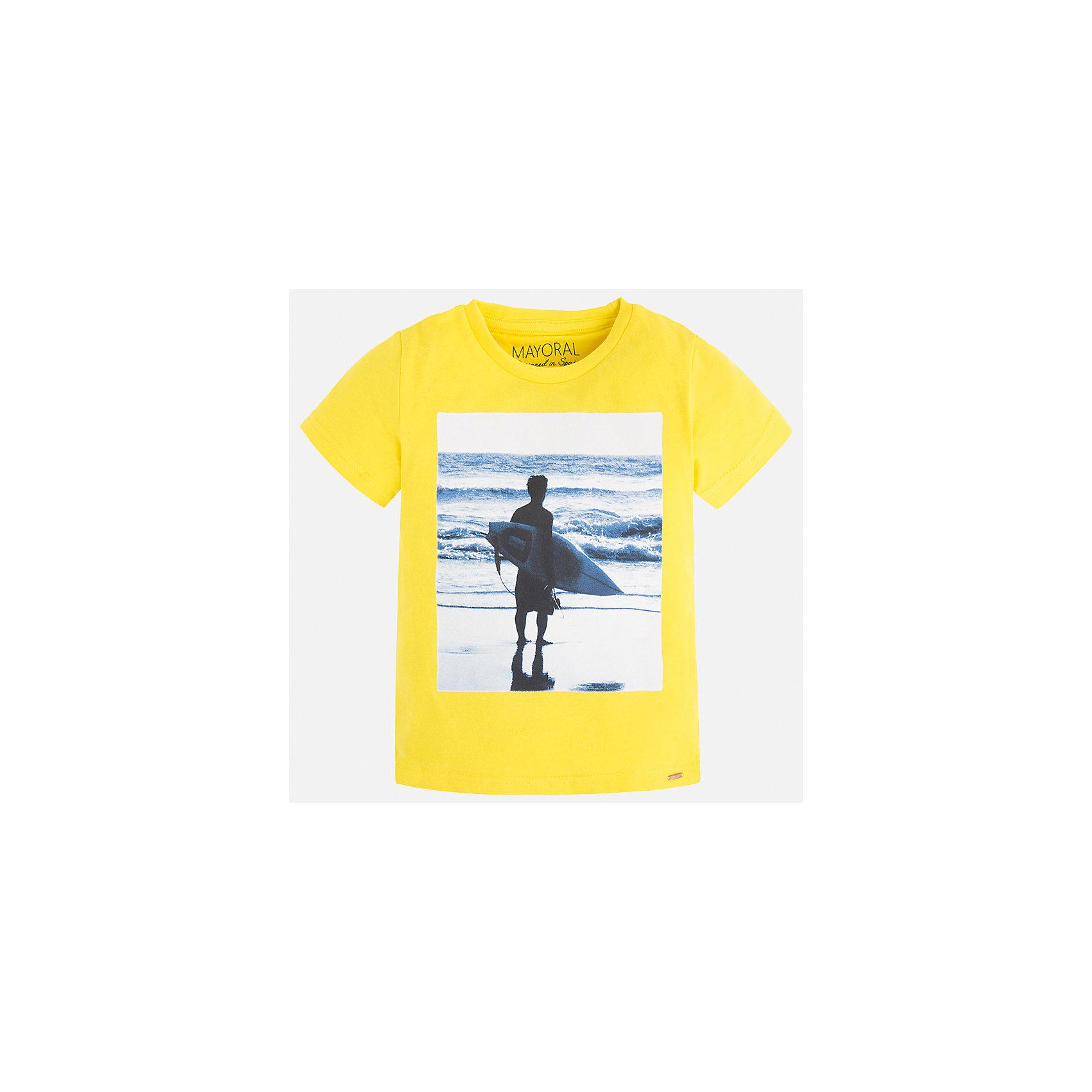 Футболка для мальчика MayoralЛови волну<br>Характеристики товара:<br><br>• цвет: желтый<br>• состав: 100% хлопок<br>• круглый горловой вырез<br>• декорирована принтом<br>• короткие рукава<br>• отделка горловины<br>• страна бренда: Испания<br><br>Стильная удобная футболка с принтом поможет разнообразить гардероб мальчика. Она отлично сочетается с брюками, шортами, джинсами. Универсальный крой и цвет позволяет подобрать к вещи низ разных расцветок. Практичное и стильное изделие! Хорошо смотрится и комфортно сидит на детях. В составе материала - только натуральный хлопок, гипоаллергенный, приятный на ощупь, дышащий. <br><br>Одежда, обувь и аксессуары от испанского бренда Mayoral полюбились детям и взрослым по всему миру. Модели этой марки - стильные и удобные. Для их производства используются только безопасные, качественные материалы и фурнитура. Порадуйте ребенка модными и красивыми вещами от Mayoral! <br><br>Футболку для мальчика от испанского бренда Mayoral (Майорал) можно купить в нашем интернет-магазине.<br><br>Ширина мм: 199<br>Глубина мм: 10<br>Высота мм: 161<br>Вес г: 151<br>Цвет: желтый<br>Возраст от месяцев: 18<br>Возраст до месяцев: 24<br>Пол: Мужской<br>Возраст: Детский<br>Размер: 92,134,128,122,116,110,104,98<br>SKU: 5279999
