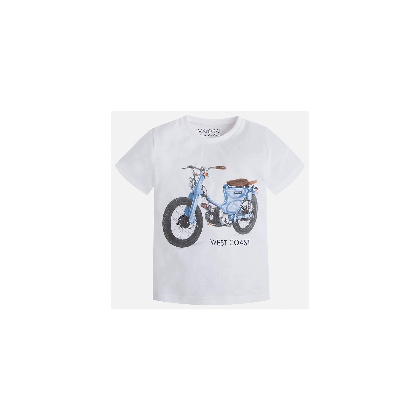 Футболка для мальчика MayoralФутболки, поло и топы<br>Характеристики товара:<br><br>• цвет: белый<br>• состав: 100% хлопок<br>• круглый горловой вырез<br>• декорирована принтом<br>• короткие рукава<br>• отделка горловины<br>• страна бренда: Испания<br><br>Стильная удобная футболка с принтом поможет разнообразить гардероб мальчика. Она отлично сочетается с брюками, шортами, джинсами. Универсальный крой и цвет позволяет подобрать к вещи низ разных расцветок. Практичное и стильное изделие! Хорошо смотрится и комфортно сидит на детях. В составе материала - только натуральный хлопок, гипоаллергенный, приятный на ощупь, дышащий. <br><br>Одежда, обувь и аксессуары от испанского бренда Mayoral полюбились детям и взрослым по всему миру. Модели этой марки - стильные и удобные. Для их производства используются только безопасные, качественные материалы и фурнитура. Порадуйте ребенка модными и красивыми вещами от Mayoral! <br><br>Футболку для мальчика от испанского бренда Mayoral (Майорал) можно купить в нашем интернет-магазине.<br><br>Ширина мм: 199<br>Глубина мм: 10<br>Высота мм: 161<br>Вес г: 151<br>Цвет: белый<br>Возраст от месяцев: 18<br>Возраст до месяцев: 24<br>Пол: Мужской<br>Возраст: Детский<br>Размер: 92,134,128,122,116,110,104,98<br>SKU: 5280008