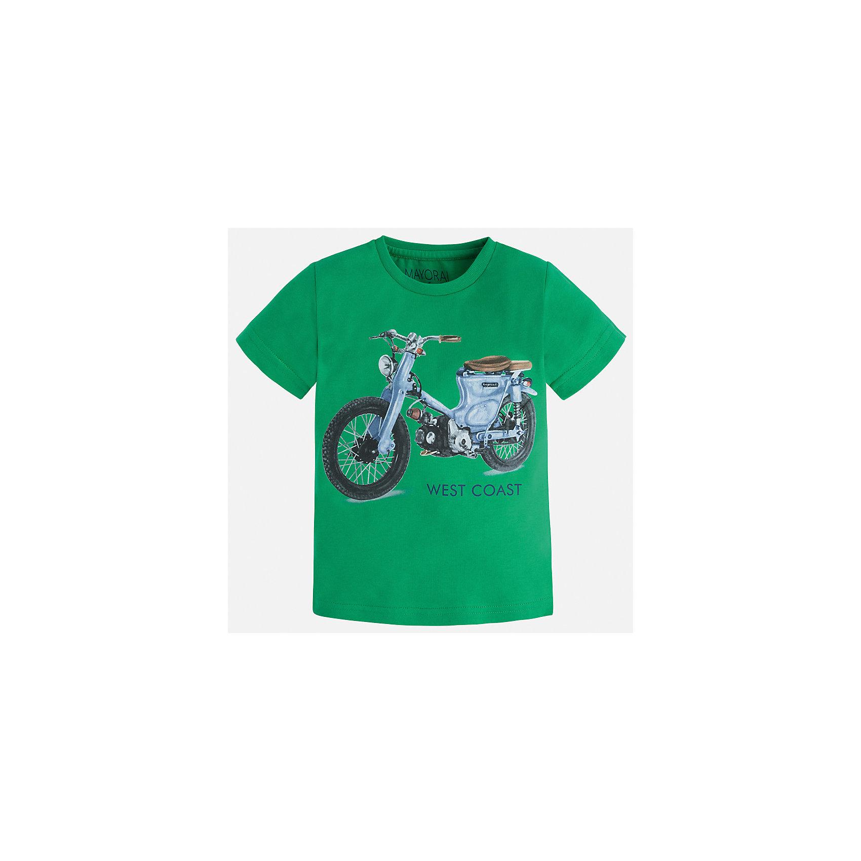 Футболка для мальчика MayoralФутболки, поло и топы<br>Характеристики товара:<br><br>• цвет: зеленый<br>• состав: 100% хлопок<br>• круглый горловой вырез<br>• декорирована принтом<br>• короткие рукава<br>• отделка горловины<br>• страна бренда: Испания<br><br>Стильная удобная футболка с принтом поможет разнообразить гардероб мальчика. Она отлично сочетается с брюками, шортами, джинсами. Универсальный крой и цвет позволяет подобрать к вещи низ разных расцветок. Практичное и стильное изделие! Хорошо смотрится и комфортно сидит на детях. В составе материала - только натуральный хлопок, гипоаллергенный, приятный на ощупь, дышащий. <br>Одежда, обувь и аксессуары от испанского бренда Mayoral полюбились детям и взрослым по всему миру. Модели этой марки - стильные и удобные. Для их производства используются только безопасные, качественные материалы и фурнитура. Порадуйте ребенка модными и красивыми вещами от Mayoral! <br><br>Футболку для мальчика от испанского бренда Mayoral (Майорал) можно купить в нашем интернет-магазине.<br><br>Ширина мм: 199<br>Глубина мм: 10<br>Высота мм: 161<br>Вес г: 151<br>Цвет: зеленый<br>Возраст от месяцев: 18<br>Возраст до месяцев: 24<br>Пол: Мужской<br>Возраст: Детский<br>Размер: 128,122,116,110,104,98,92,134<br>SKU: 5280017