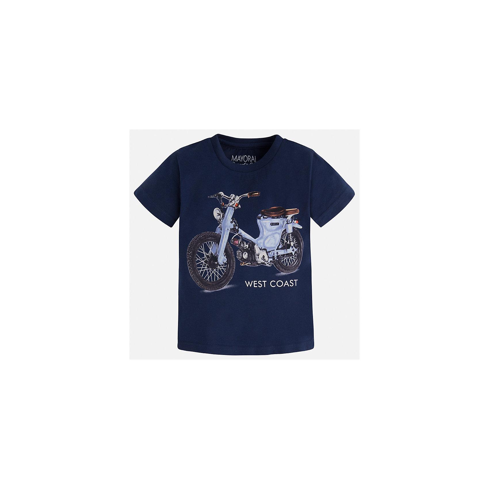 Футболка для мальчика MayoralФутболки, поло и топы<br>Характеристики товара:<br><br>• цвет: синий<br>• состав: 100% хлопок<br>• круглый горловой вырез<br>• декорирована принтом<br>• короткие рукава<br>• отделка горловины<br>• страна бренда: Испания<br><br>Стильная удобная футболка с принтом поможет разнообразить гардероб мальчика. Она отлично сочетается с брюками, шортами, джинсами. Универсальный крой и цвет позволяет подобрать к вещи низ разных расцветок. Практичное и стильное изделие! Хорошо смотрится и комфортно сидит на детях. В составе материала - только натуральный хлопок, гипоаллергенный, приятный на ощупь, дышащий. <br><br>Одежда, обувь и аксессуары от испанского бренда Mayoral полюбились детям и взрослым по всему миру. Модели этой марки - стильные и удобные. Для их производства используются только безопасные, качественные материалы и фурнитура. Порадуйте ребенка модными и красивыми вещами от Mayoral! <br><br>Футболку для мальчика от испанского бренда Mayoral (Майорал) можно купить в нашем интернет-магазине.<br><br>Ширина мм: 199<br>Глубина мм: 10<br>Высота мм: 161<br>Вес г: 151<br>Цвет: синий<br>Возраст от месяцев: 48<br>Возраст до месяцев: 60<br>Пол: Мужской<br>Возраст: Детский<br>Размер: 92,128,134,98,104,110,116,122<br>SKU: 5280035