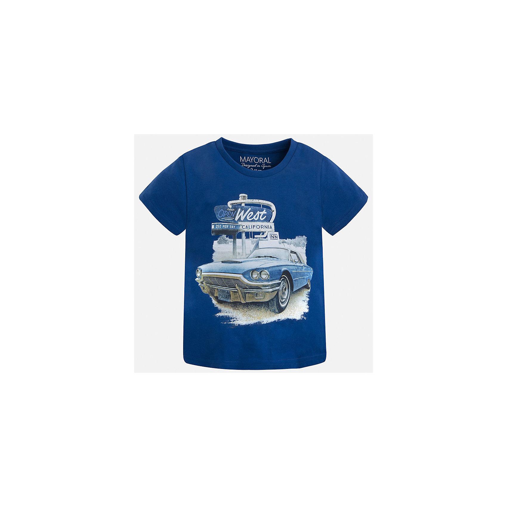 Футболка для мальчика MayoralФутболки, поло и топы<br>Характеристики товара:<br><br>• цвет: синий<br>• состав: 100% хлопок<br>• круглый горловой вырез<br>• принт впереди<br>• короткие рукава<br>• отделка горловины<br>• страна бренда: Испания<br><br>Стильная футболка с принтом поможет разнообразить гардероб мальчика. Она отлично сочетается с брюками, шортами, джинсами и т.д. Универсальный крой и цвет позволяет подобрать к вещи низ разных расцветок. Практичное и стильное изделие! В составе материала - только натуральный хлопок, гипоаллергенный, приятный на ощупь, дышащий.<br><br>Одежда, обувь и аксессуары от испанского бренда Mayoral полюбились детям и взрослым по всему миру. Модели этой марки - стильные и удобные. Для их производства используются только безопасные, качественные материалы и фурнитура. Порадуйте ребенка модными и красивыми вещами от Mayoral! <br><br>Футболку для мальчика от испанского бренда Mayoral (Майорал) можно купить в нашем интернет-магазине.<br><br>Ширина мм: 199<br>Глубина мм: 10<br>Высота мм: 161<br>Вес г: 151<br>Цвет: серый<br>Возраст от месяцев: 18<br>Возраст до месяцев: 24<br>Пол: Мужской<br>Возраст: Детский<br>Размер: 92,134,110,128,122,116,104,98<br>SKU: 5280110