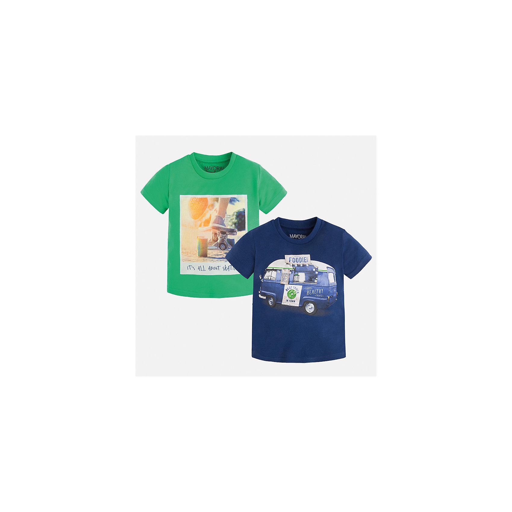 Футболка с длинным рукавом для мальчика MayoralФутболки, поло и топы<br>Характеристики товара:<br><br>• цвет: зеленый/синий<br>• состав: 100% хлопок<br>• комплектация: 2 шт<br>• декорированы кармашком на груди<br>• короткие рукава<br>• отделка горловины<br>• страна бренда: Испания<br><br>Модная удобная футболка с принтом поможет разнообразить гардероб мальчика. Она отлично сочетается с брюками, шортами, джинсами. Универсальный крой и цвет позволяет подобрать к вещи низ разных расцветок. Практичное и стильное изделие! Хорошо смотрится и комфортно сидит на детях. В составе материала - только натуральный хлопок, гипоаллергенный, приятный на ощупь, дышащий. <br><br>Одежда, обувь и аксессуары от испанского бренда Mayoral полюбились детям и взрослым по всему миру. Модели этой марки - стильные и удобные. Для их производства используются только безопасные, качественные материалы и фурнитура. Порадуйте ребенка модными и красивыми вещами от Mayoral! <br><br>Футболку (2 шт.) для мальчика от испанского бренда Mayoral (Майорал) можно купить в нашем интернет-магазине.<br><br>Ширина мм: 230<br>Глубина мм: 40<br>Высота мм: 220<br>Вес г: 250<br>Цвет: зеленый<br>Возраст от месяцев: 18<br>Возраст до месяцев: 24<br>Пол: Мужской<br>Возраст: Детский<br>Размер: 92,122,134,128,116,110,104,98<br>SKU: 5280174