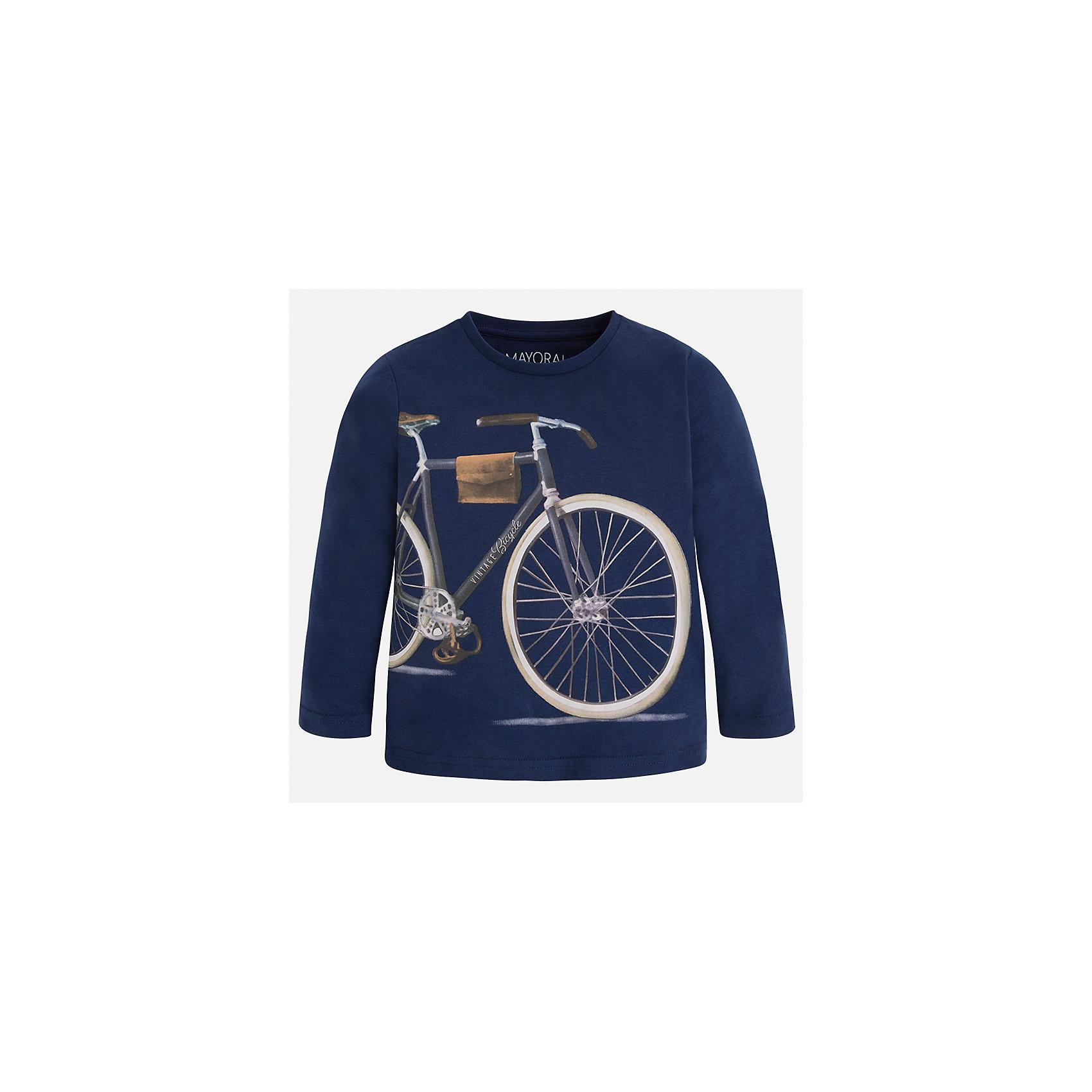 Футболка с длинным рукавом для мальчика MayoralФутболки с длинным рукавом<br>Характеристики товара:<br><br>• цвет: синий<br>• состав: 100% хлопок<br>• круглый горловой вырез<br>• декорирована принтом<br>• длинные рукава<br>• отделка горловины<br>• страна бренда: Испания<br><br>Удобная модная футболка с принтом поможет разнообразить гардероб мальчика. Она отлично сочетается с брюками, шортами, джинсами. Универсальный крой и цвет позволяет подобрать к вещи низ разных расцветок. Практичное и стильное изделие! Хорошо смотрится и комфортно сидит на детях. В составе материала - только натуральный хлопок, гипоаллергенный, приятный на ощупь, дышащий. <br><br>Одежда, обувь и аксессуары от испанского бренда Mayoral полюбились детям и взрослым по всему миру. Модели этой марки - стильные и удобные. Для их производства используются только безопасные, качественные материалы и фурнитура. Порадуйте ребенка модными и красивыми вещами от Mayoral! <br><br>Футболку с длинным рукавом для мальчика от испанского бренда Mayoral (Майорал) можно купить в нашем интернет-магазине.<br><br>Ширина мм: 230<br>Глубина мм: 40<br>Высота мм: 220<br>Вес г: 250<br>Цвет: синий<br>Возраст от месяцев: 24<br>Возраст до месяцев: 36<br>Пол: Мужской<br>Возраст: Детский<br>Размер: 98,92,110,128,122,116,104,134<br>SKU: 5280228