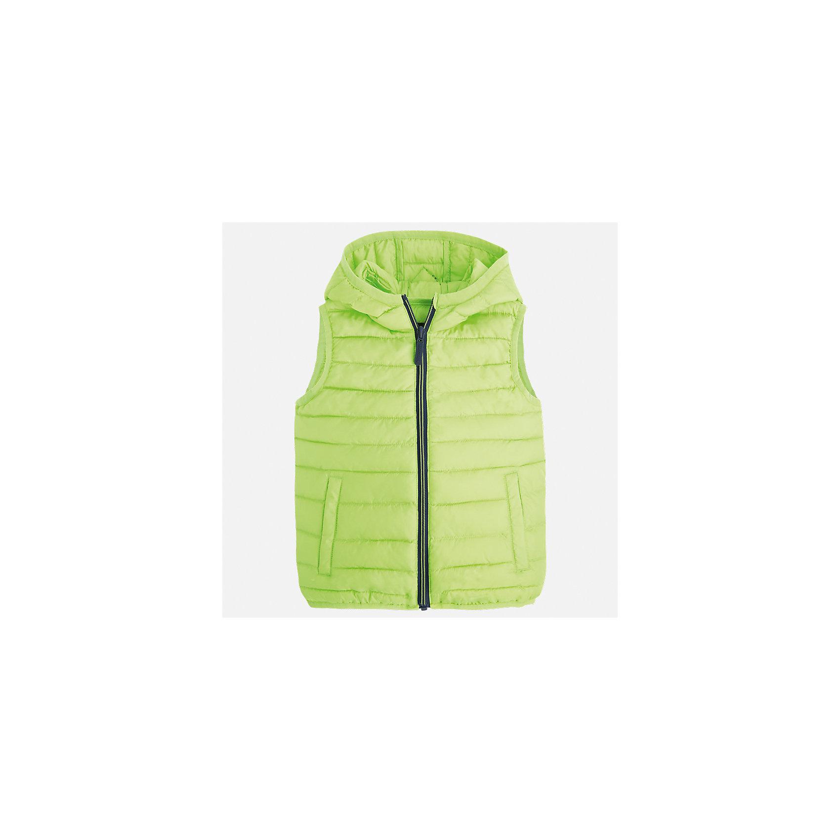 Жилет для мальчика MayoralЖилеты<br>Характеристики товара:<br><br>• цвет: зеленый<br>• состав: 100% полиэстер<br>• температурный режим: от +20°до +10°С<br>• без рукавов<br>• карманы<br>• молния <br>• капюшон<br>• страна бренда: Испания<br><br>Стильный жилет для мальчика поможет разнообразить гардероб ребенка и обеспечить тепло. Он отлично сочетается и с джинсами, и с брюками. Универсальный цвет позволяет подобрать к вещи низ различных расцветок. Модное и практичное изделие.<br><br>Одежда, обувь и аксессуары от испанского бренда Mayoral полюбились детям и взрослым по всему миру. Модели этой марки - стильные и удобные. Для их производства используются только безопасные, качественные материалы и фурнитура. Порадуйте ребенка модными и красивыми вещами от Mayoral! <br><br>Жилет для мальчика от испанского бренда Mayoral (Майорал) можно купить в нашем интернет-магазине.<br><br>Ширина мм: 190<br>Глубина мм: 74<br>Высота мм: 229<br>Вес г: 236<br>Цвет: зеленый<br>Возраст от месяцев: 18<br>Возраст до месяцев: 24<br>Пол: Мужской<br>Возраст: Детский<br>Размер: 92,110,104,98<br>SKU: 5280454