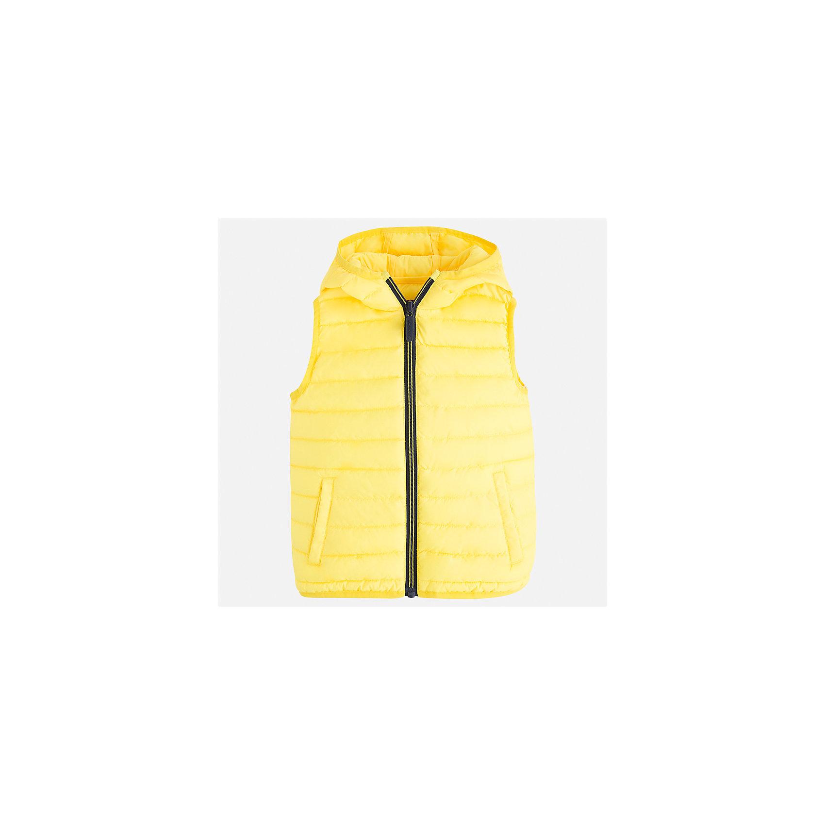 Жилет для мальчика MayoralВерхняя одежда<br>Характеристики товара:<br><br>• цвет: желтый<br>• состав: 100% полиэстер<br>• температурный режим от +20°до +10°С<br>• без рукавов<br>• карманы<br>• молния <br>• капюшон<br>• страна бренда: Испания<br><br>Стильный жилет для мальчика поможет разнообразить гардероб ребенка и обеспечить тепло. Он отлично сочетается и с джинсами, и с брюками. Универсальный цвет позволяет подобрать к вещи низ различных расцветок. Модное и практичное изделие.<br><br>Одежда, обувь и аксессуары от испанского бренда Mayoral полюбились детям и взрослым по всему миру. Модели этой марки - стильные и удобные. Для их производства используются только безопасные, качественные материалы и фурнитура. Порадуйте ребенка модными и красивыми вещами от Mayoral! <br><br>Жилет для мальчика от испанского бренда Mayoral (Майорал) можно купить в нашем интернет-магазине.<br><br>Ширина мм: 190<br>Глубина мм: 74<br>Высота мм: 229<br>Вес г: 236<br>Цвет: желтый<br>Возраст от месяцев: 18<br>Возраст до месяцев: 24<br>Пол: Мужской<br>Возраст: Детский<br>Размер: 92,110,104,98,134,128,122,116<br>SKU: 5280459