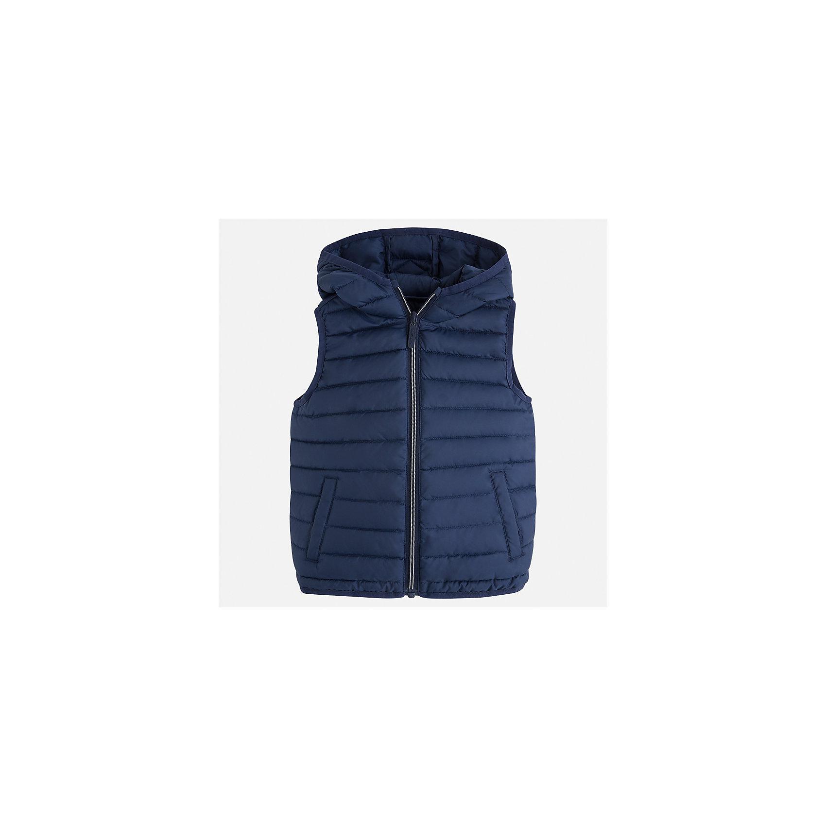 Жилет для мальчика MayoralВерхняя одежда<br>Характеристики товара:<br><br>• цвет: синий<br>• состав: 100% полиэстер<br>• температурный режим: от +20°до +10°С<br>• без рукавов<br>• карманы<br>• молния <br>• капюшон<br>• страна бренда: Испания<br><br>Стильный жилет для мальчика поможет разнообразить гардероб ребенка и обеспечить тепло. Он отлично сочетается и с джинсами, и с брюками. Универсальный цвет позволяет подобрать к вещи низ различных расцветок. Модное и практичное изделие.<br><br>Одежда, обувь и аксессуары от испанского бренда Mayoral полюбились детям и взрослым по всему миру. Модели этой марки - стильные и удобные. Для их производства используются только безопасные, качественные материалы и фурнитура. Порадуйте ребенка модными и красивыми вещами от Mayoral! <br><br>Жилет для мальчика от испанского бренда Mayoral (Майорал) можно купить в нашем интернет-магазине.<br><br>Ширина мм: 190<br>Глубина мм: 74<br>Высота мм: 229<br>Вес г: 236<br>Цвет: синий<br>Возраст от месяцев: 72<br>Возраст до месяцев: 84<br>Пол: Мужской<br>Возраст: Детский<br>Размер: 122,104,134,128,116,110,98,92<br>SKU: 5280477