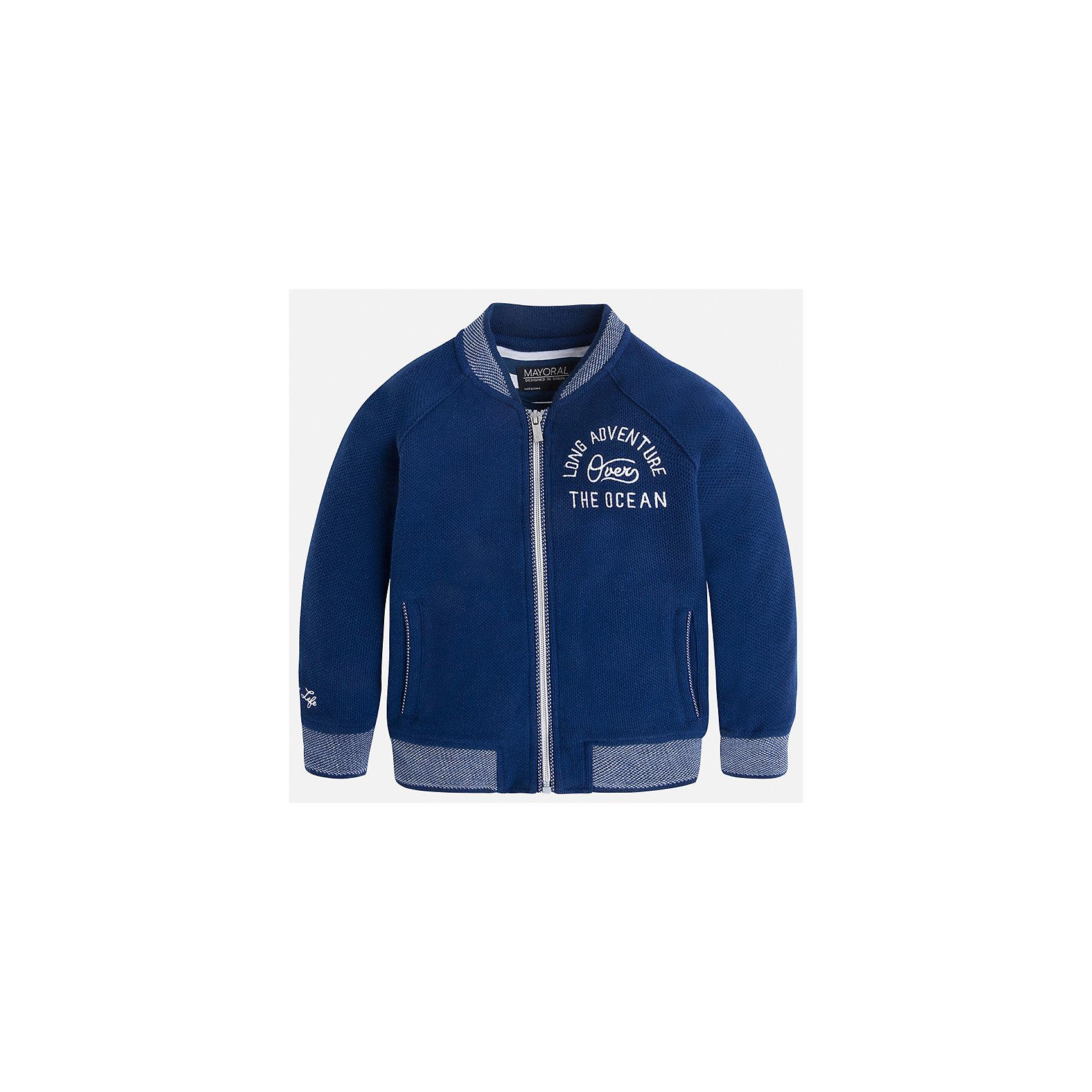 Толстовка для мальчика MayoralТолстовки<br>Характеристики товара:<br><br>• цвет: синий<br>• состав: 60% хлопок, 40% полиэстер<br>• температурный режим: от +20°до +10°С<br>• рукава длинные <br>• карманы<br>• пуговицы <br>• вышивка<br>• страна бренда: Испания<br><br>Теплая одежда может быть очень стильной! Удобная и красивая куртка для мальчика поможет разнообразить гардероб ребенка и обеспечить комфорт. Она отлично сочетается и с джинсами, и с брюками. Универсальный цвет позволяет подобрать к вещи низ различных расцветок. Интересная отделка модели делает её нарядной и оригинальной. В составе материала - натуральный хлопок, гипоаллергенный, приятный на ощупь, дышащий.<br><br>Одежда, обувь и аксессуары от испанского бренда Mayoral полюбились детям и взрослым по всему миру. Модели этой марки - стильные и удобные. Для их производства используются только безопасные, качественные материалы и фурнитура. Порадуйте ребенка модными и красивыми вещами от Mayoral! <br><br>Куртку для мальчика от испанского бренда Mayoral (Майорал) можно купить в нашем интернет-магазине.<br><br>Ширина мм: 356<br>Глубина мм: 10<br>Высота мм: 245<br>Вес г: 519<br>Цвет: синий<br>Возраст от месяцев: 24<br>Возраст до месяцев: 36<br>Пол: Мужской<br>Возраст: Детский<br>Размер: 98,92,104,134,128,122,116,110<br>SKU: 5280531