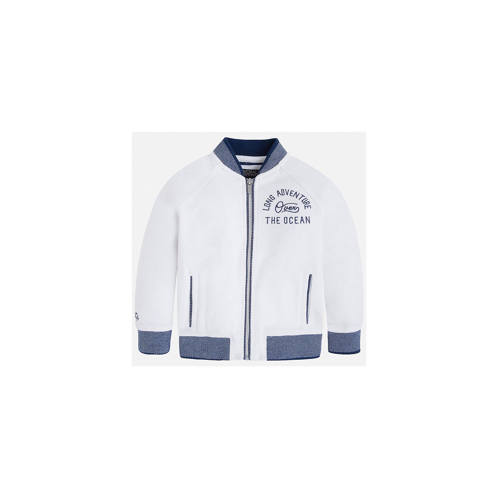 Куртка для мальчика MayoralХарактеристики товара:<br><br>• цвет: белый<br>• состав: 60% хлопок, 40% полиэстер<br>• рукава длинные <br>• карманы<br>• застежка: молния<br>• вышивка<br>• страна бренда: Испания<br><br>Теплая одежда может быть очень стильной! Удобная и красивая куртка для мальчика поможет разнообразить гардероб ребенка и обеспечить комфорт. Она отлично сочетается и с джинсами, и с брюками. Универсальный цвет позволяет подобрать к вещи низ различных расцветок. Интересная отделка модели делает её нарядной и оригинальной. В составе материала - натуральный хлопок, гипоаллергенный, приятный на ощупь, дышащий.<br><br>Одежда, обувь и аксессуары от испанского бренда Mayoral полюбились детям и взрослым по всему миру. Модели этой марки - стильные и удобные. Для их производства используются только безопасные, качественные материалы и фурнитура. Порадуйте ребенка модными и красивыми вещами от Mayoral! <br><br>Куртку для мальчика от испанского бренда Mayoral (Майорал) можно купить в нашем интернет-магазине.<br><br>Ширина мм: 356<br>Глубина мм: 10<br>Высота мм: 245<br>Вес г: 519<br>Цвет: белый<br>Возраст от месяцев: 96<br>Возраст до месяцев: 108<br>Пол: Мужской<br>Возраст: Детский<br>Размер: 134,128,122,110,104,98,92,116<br>SKU: 5280540