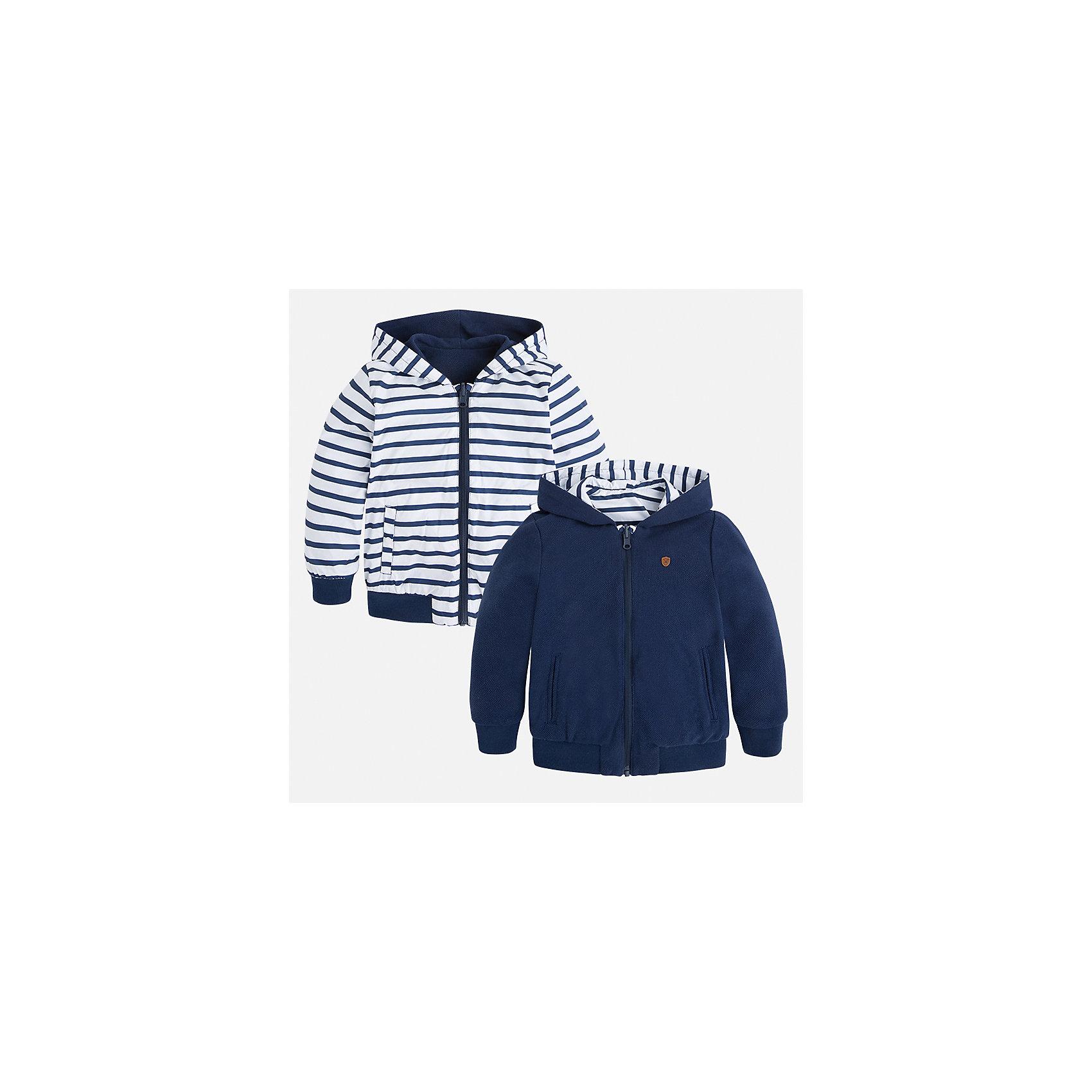 Куртка двухсторонняя для мальчика MayoralПолоска<br>Характеристики товара:<br><br>• цвет: белый/синий<br>• состав: 100% полиэстер, подкладка - 60% хлопок, 40% полиэстер<br>• температурный режим: от +15°до +5°С<br>• двусторонняя<br>• карманы<br>• молния<br>• капюшон<br>• страна бренда: Испания<br><br>Легкая куртка для мальчика поможет разнообразить гардероб ребенка и обеспечить тепло в прохладную погоду. Эта ветровка - два в одном: стоит её вывернуть - и появляется еще одна курточка другой расцветки. Она отлично сочетается и с джинсами, и с брюками. Универсальный цвет позволяет подобрать к вещи низ различных расцветок. Интересная отделка модели делает её нарядной и оригинальной. <br><br>Одежда, обувь и аксессуары от испанского бренда Mayoral полюбились детям и взрослым по всему миру. Модели этой марки - стильные и удобные. Для их производства используются только безопасные, качественные материалы и фурнитура. Порадуйте ребенка модными и красивыми вещами от Mayoral! <br><br>Куртку для мальчика от испанского бренда Mayoral (Майорал) можно купить в нашем интернет-магазине.<br><br>Ширина мм: 356<br>Глубина мм: 10<br>Высота мм: 245<br>Вес г: 519<br>Цвет: синий<br>Возраст от месяцев: 72<br>Возраст до месяцев: 84<br>Пол: Мужской<br>Возраст: Детский<br>Размер: 122,98,92,116,128,104,134,110<br>SKU: 5280549