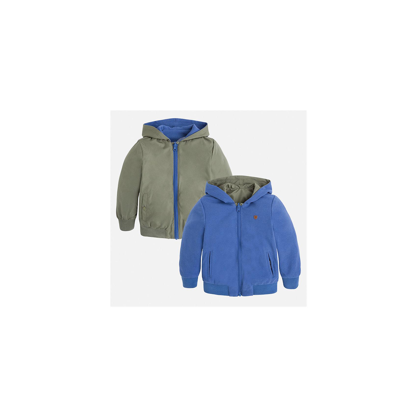 Куртка двухсторонняя для мальчика MayoralВерхняя одежда<br>Характеристики товара:<br><br>• цвет: зеленый/голубой<br>• состав: 100% полиэстер, подкладка - 60% хлопок, 40% полиэстер<br>• температурный режим: от +20°до +10°С<br>• двусторонняя<br>• карманы<br>• молния<br>• капюшон<br>• страна бренда: Испания<br><br>Легкая куртка для мальчика поможет разнообразить гардероб ребенка и обеспечить тепло в прохладную погоду. Эта ветровка - два в одном: стоит её вывернуть - и появляется еще одна курточка другой расцветки. Она отлично сочетается и с джинсами, и с брюками. Универсальный цвет позволяет подобрать к вещи низ различных расцветок. Интересная отделка модели делает её нарядной и оригинальной. <br><br>Одежда, обувь и аксессуары от испанского бренда Mayoral полюбились детям и взрослым по всему миру. Модели этой марки - стильные и удобные. Для их производства используются только безопасные, качественные материалы и фурнитура. Порадуйте ребенка модными и красивыми вещами от Mayoral! <br><br>Куртку для мальчика от испанского бренда Mayoral (Майорал) можно купить в нашем интернет-магазине.<br><br>Ширина мм: 356<br>Глубина мм: 10<br>Высота мм: 245<br>Вес г: 519<br>Цвет: коричневый<br>Возраст от месяцев: 96<br>Возраст до месяцев: 108<br>Пол: Мужской<br>Возраст: Детский<br>Размер: 134,122,92,116,110,104,128,98<br>SKU: 5280558