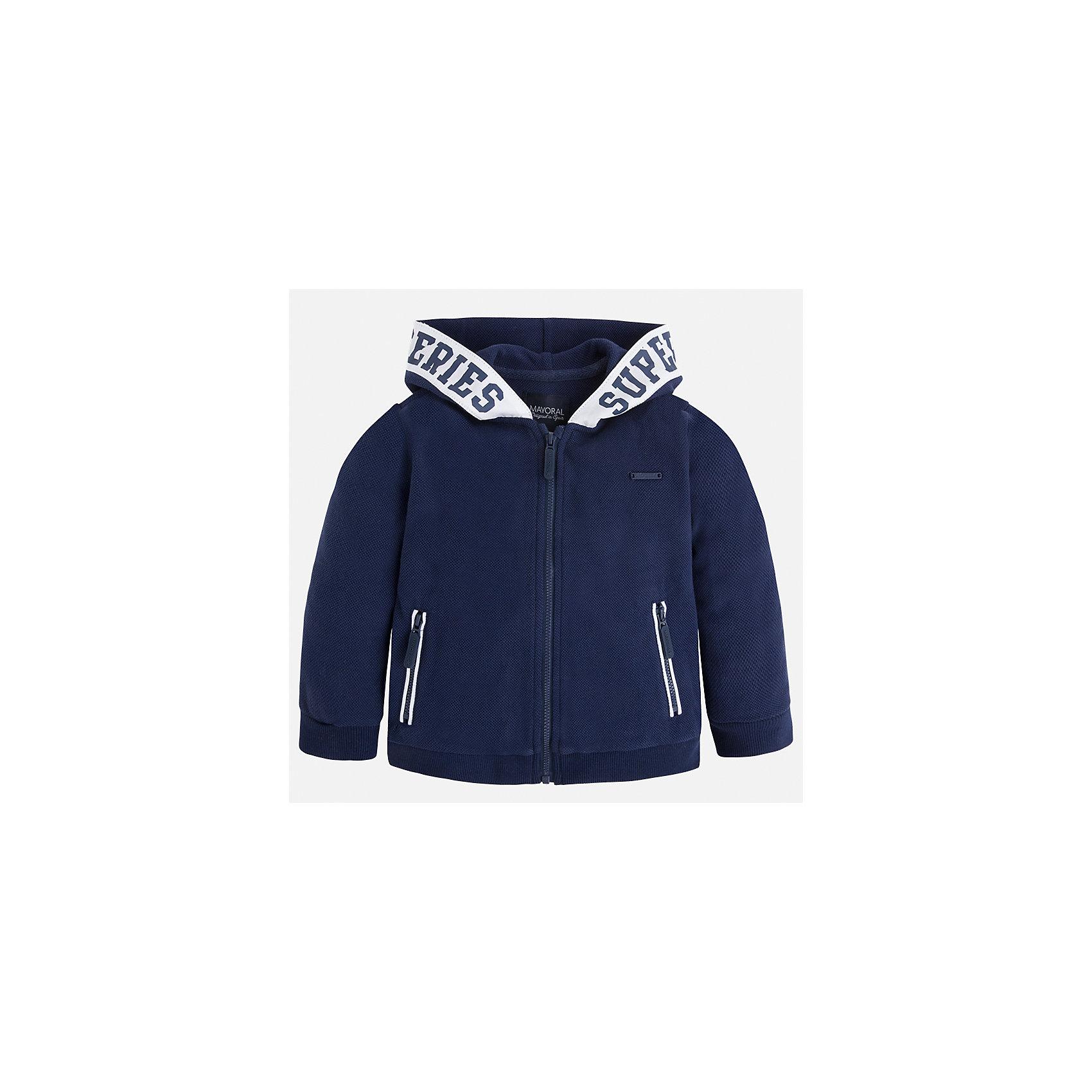 Куртка для мальчика MayoralХарактеристики товара:<br><br>• цвет: синий<br>• состав: 100% хлопок<br>• манжеты<br>• карманы<br>• молния<br>• капюшон<br>• страна бренда: Испания<br><br>Легкая куртка для мальчика поможет разнообразить гардероб ребенка и обеспечить тепло в прохладную погоду. Она отлично сочетается и с джинсами, и с брюками. Универсальный цвет позволяет подобрать к вещи низ различных расцветок. Интересная отделка модели делает её нарядной и оригинальной. В составе материала - только натуральный хлопок, гипоаллергенный, приятный на ощупь, дышащий.<br><br>Одежда, обувь и аксессуары от испанского бренда Mayoral полюбились детям и взрослым по всему миру. Модели этой марки - стильные и удобные. Для их производства используются только безопасные, качественные материалы и фурнитура. Порадуйте ребенка модными и красивыми вещами от Mayoral! <br><br>Куртку для мальчика от испанского бренда Mayoral (Майорал) можно купить в нашем интернет-магазине.<br><br>Ширина мм: 356<br>Глубина мм: 10<br>Высота мм: 245<br>Вес г: 519<br>Цвет: синий<br>Возраст от месяцев: 18<br>Возраст до месяцев: 24<br>Пол: Мужской<br>Возраст: Детский<br>Размер: 92,98,104,110,116,128,122,134<br>SKU: 5280639