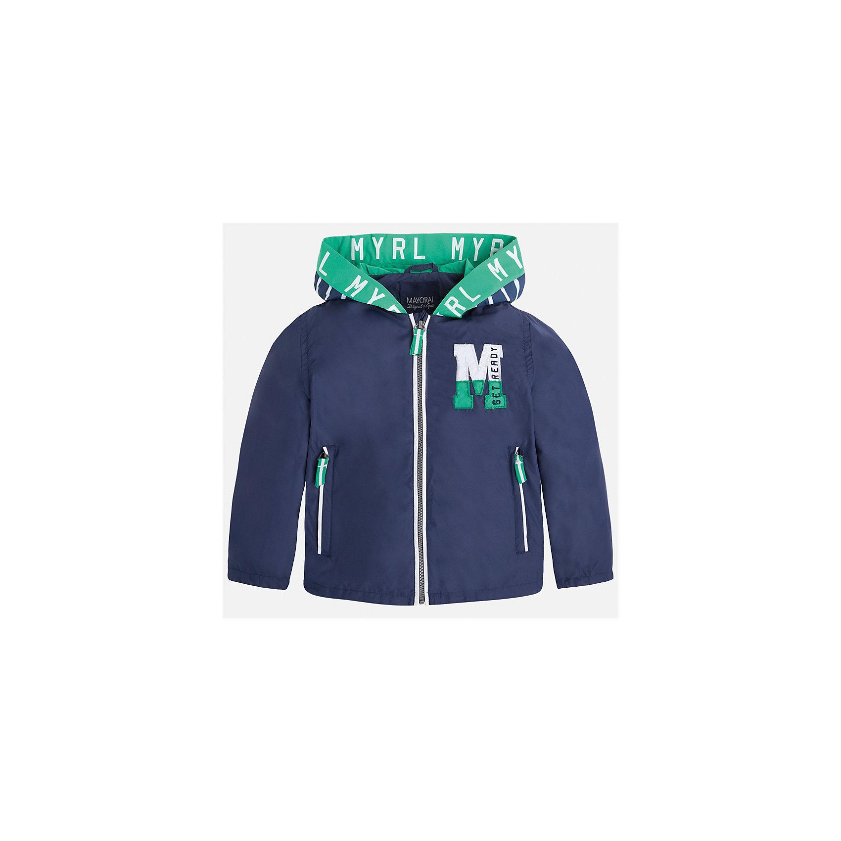 Ветровка для мальчика MayoralХарактеристики товара:<br><br>• цвет: синий<br>• состав: 100% полиэстер, подкладка - 100% хлопок<br>• температурный режим: от +20° до +10°С<br>• рукава длинные <br>• карманы<br>• молния <br>• капюшон<br>• страна бренда: Испания<br><br>Теплая одежда может быть очень стильной! Удобная и красивая ветровка для мальчика поможет разнообразить гардероб ребенка и обеспечить комфорт. Она отлично сочетается и с джинсами, и с брюками. Универсальный цвет позволяет подобрать к вещи низ различных расцветок. Интересная отделка модели делает её нарядной и оригинальной. В составе материала - натуральный хлопок, гипоаллергенный, приятный на ощупь, дышащий.<br><br>Одежда, обувь и аксессуары от испанского бренда Mayoral полюбились детям и взрослым по всему миру. Модели этой марки - стильные и удобные. Для их производства используются только безопасные, качественные материалы и фурнитура. Порадуйте ребенка модными и красивыми вещами от Mayoral! <br><br>Ветровку для мальчика от испанского бренда Mayoral (Майорал) можно купить в нашем интернет-магазине.<br><br>Ширина мм: 356<br>Глубина мм: 10<br>Высота мм: 245<br>Вес г: 519<br>Цвет: синий<br>Возраст от месяцев: 96<br>Возраст до месяцев: 108<br>Пол: Мужской<br>Возраст: Детский<br>Размер: 134,128,122,116,104,98,92,110<br>SKU: 5280693