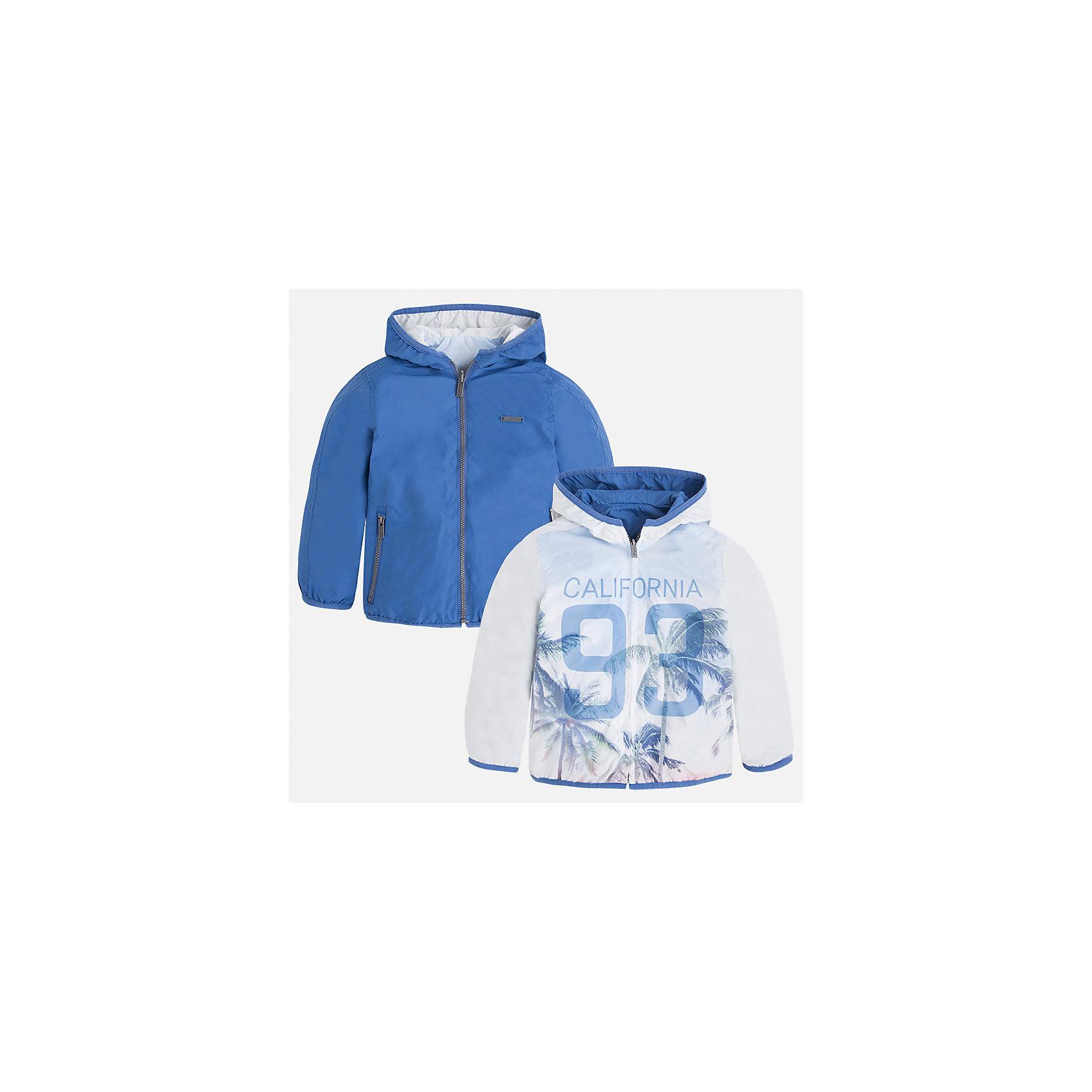 Ветровка двухсторонняя для мальчика MayoralЛови волну<br>Характеристики товара:<br><br>• цвет: белый/голубой<br>• состав: 100% полиэстер, подкладка - 100% полиэстер<br>• температурный режим: от +20° до +10°С<br>• двусторонняя<br>• карманы<br>• молния<br>• капюшон<br>• страна бренда: Испания<br><br>Легкая куртка для мальчика поможет разнообразить гардероб ребенка и обеспечить тепло в прохладную погоду. Эта ветровка - два в одном: стоит её вывернуть - и появляется еще одна курточка другой расцветки. Она отлично сочетается и с джинсами, и с брюками. Универсальный цвет позволяет подобрать к вещи низ различных расцветок. Интересная отделка модели делает её нарядной и оригинальной. <br><br>Одежда, обувь и аксессуары от испанского бренда Mayoral полюбились детям и взрослым по всему миру. Модели этой марки - стильные и удобные. Для их производства используются только безопасные, качественные материалы и фурнитура. Порадуйте ребенка модными и красивыми вещами от Mayoral! <br><br>Ветровку для мальчика от испанского бренда Mayoral (Майорал) можно купить в нашем интернет-магазине.<br><br>Ширина мм: 356<br>Глубина мм: 10<br>Высота мм: 245<br>Вес г: 519<br>Цвет: голубой<br>Возраст от месяцев: 84<br>Возраст до месяцев: 96<br>Пол: Мужской<br>Возраст: Детский<br>Размер: 128,92,98,104,110,122,134,116<br>SKU: 5280729