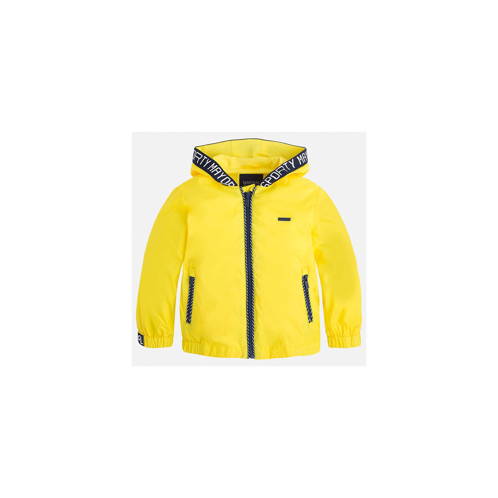 Ветровка для мальчика MayoralХарактеристики товара:<br><br>• цвет: желтый<br>• состав: 100% полиэстер, подкладка - 100% хлопок<br>• температурный режим: от +20° до +10°С<br>• рукава длинные <br>• карманы<br>• молния <br>• капюшон<br>• страна бренда: Испания<br><br>Теплая одежда может быть очень стильной! Удобная и красивая ветровка для мальчика поможет разнообразить гардероб ребенка и обеспечить комфорт. Она отлично сочетается и с джинсами, и с брюками. Универсальный цвет позволяет подобрать к вещи низ различных расцветок. Интересная отделка модели делает её нарядной и оригинальной. В составе материала - натуральный хлопок, гипоаллергенный, приятный на ощупь, дышащий.<br><br>Одежда, обувь и аксессуары от испанского бренда Mayoral полюбились детям и взрослым по всему миру. Модели этой марки - стильные и удобные. Для их производства используются только безопасные, качественные материалы и фурнитура. Порадуйте ребенка модными и красивыми вещами от Mayoral! <br><br>Ветровку для мальчика от испанского бренда Mayoral (Майорал) можно купить в нашем интернет-магазине.<br><br>Ширина мм: 356<br>Глубина мм: 10<br>Высота мм: 245<br>Вес г: 519<br>Цвет: желтый<br>Возраст от месяцев: 18<br>Возраст до месяцев: 24<br>Пол: Мужской<br>Возраст: Детский<br>Размер: 92,98,134,128,104,122,116,110<br>SKU: 5280747