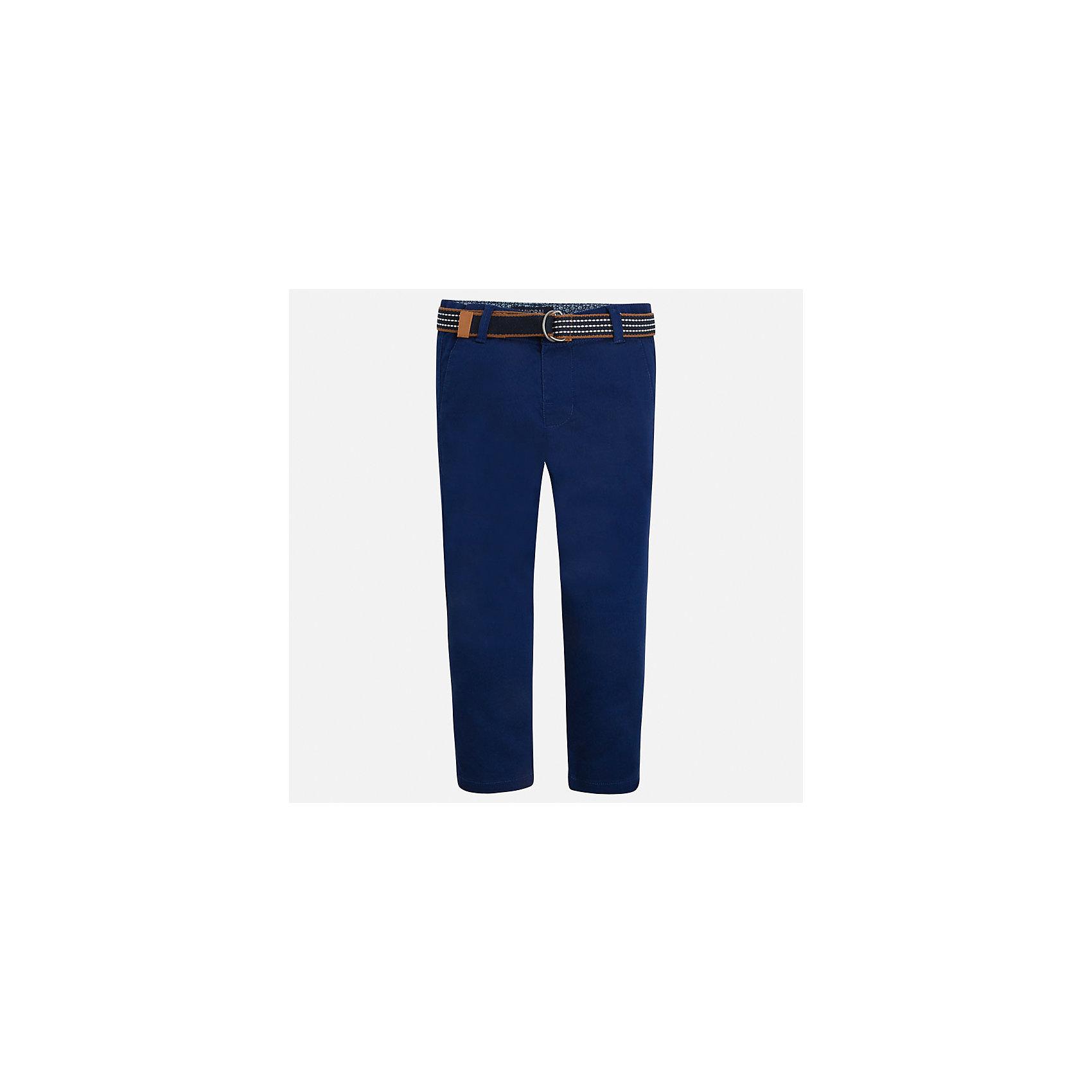 Брюки для мальчика MayoralХарактеристики товара:<br><br>• цвет: синий<br>• состав: 98% хлопок, 2% эластан<br>• контрастная подкладка<br>• шлевки<br>• карманы<br>• пояс с регулировкой объема<br>• классический силуэт<br>• страна бренда: Испания<br><br>Модные брюки для мальчика смогут стать базовой вещью в гардеробе ребенка. Они отлично сочетаются с майками, футболками, рубашками и т.д. Универсальный крой и цвет позволяет подобрать к вещи верх разных расцветок. Практичное и стильное изделие! В составе материала - натуральный хлопок, гипоаллергенный, приятный на ощупь, дышащий.<br><br>Одежда, обувь и аксессуары от испанского бренда Mayoral полюбились детям и взрослым по всему миру. Модели этой марки - стильные и удобные. Для их производства используются только безопасные, качественные материалы и фурнитура. Порадуйте ребенка модными и красивыми вещами от Mayoral! <br><br>Брюки для мальчика от испанского бренда Mayoral (Майорал) можно купить в нашем интернет-магазине.<br><br>Ширина мм: 215<br>Глубина мм: 88<br>Высота мм: 191<br>Вес г: 336<br>Цвет: черный<br>Возраст от месяцев: 24<br>Возраст до месяцев: 36<br>Пол: Мужской<br>Возраст: Детский<br>Размер: 98,134,128,116,110,104,92,122<br>SKU: 5280801