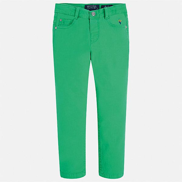 Брюки для мальчика MayoralБрюки<br>Характеристики товара:<br><br>• цвет: зеленый<br>• состав: 98% хлопок, 2% эластан<br>• вышивка <br>• шлевки<br>• карманы<br>• пояс с регулировкой объема<br>• классический силуэт<br>• страна бренда: Испания<br><br>Модные брюки для мальчика смогут стать базовой вещью в гардеробе ребенка. Они отлично сочетаются с майками, футболками, рубашками и т.д. Универсальный крой и цвет позволяет подобрать к вещи верх разных расцветок. Практичное и стильное изделие! В составе материала - натуральный хлопок, гипоаллергенный, приятный на ощупь, дышащий.<br><br>Одежда, обувь и аксессуары от испанского бренда Mayoral полюбились детям и взрослым по всему миру. Модели этой марки - стильные и удобные. Для их производства используются только безопасные, качественные материалы и фурнитура. Порадуйте ребенка модными и красивыми вещами от Mayoral! <br><br>Брюки для мальчика от испанского бренда Mayoral (Майорал) можно купить в нашем интернет-магазине.<br>Ширина мм: 215; Глубина мм: 88; Высота мм: 191; Вес г: 336; Цвет: зеленый; Возраст от месяцев: 96; Возраст до месяцев: 108; Пол: Мужской; Возраст: Детский; Размер: 134,116,122,128,92,98,104,110; SKU: 5280828;