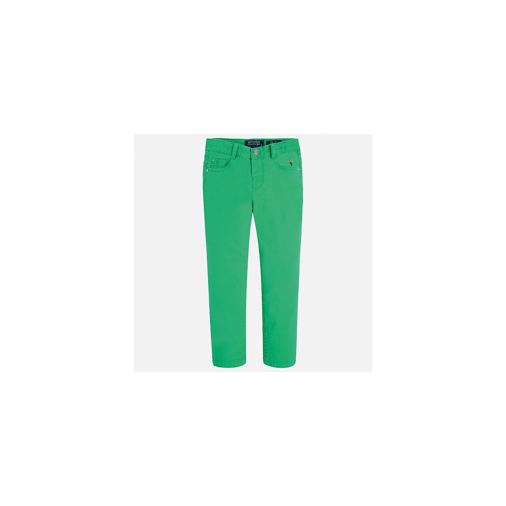 Брюки для мальчика MayoralХарактеристики товара:<br><br>• цвет: зеленый<br>• состав: 98% хлопок, 2% эластан<br>• вышивка <br>• шлевки<br>• карманы<br>• пояс с регулировкой объема<br>• классический силуэт<br>• страна бренда: Испания<br><br>Модные брюки для мальчика смогут стать базовой вещью в гардеробе ребенка. Они отлично сочетаются с майками, футболками, рубашками и т.д. Универсальный крой и цвет позволяет подобрать к вещи верх разных расцветок. Практичное и стильное изделие! В составе материала - натуральный хлопок, гипоаллергенный, приятный на ощупь, дышащий.<br><br>Одежда, обувь и аксессуары от испанского бренда Mayoral полюбились детям и взрослым по всему миру. Модели этой марки - стильные и удобные. Для их производства используются только безопасные, качественные материалы и фурнитура. Порадуйте ребенка модными и красивыми вещами от Mayoral! <br><br>Брюки для мальчика от испанского бренда Mayoral (Майорал) можно купить в нашем интернет-магазине.<br><br>Ширина мм: 215<br>Глубина мм: 88<br>Высота мм: 191<br>Вес г: 336<br>Цвет: зеленый<br>Возраст от месяцев: 84<br>Возраст до месяцев: 96<br>Пол: Мужской<br>Возраст: Детский<br>Размер: 92,134,122,116,110,104,98,128<br>SKU: 5280828