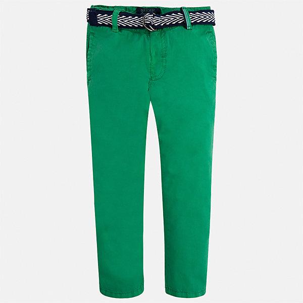 Брюки для мальчика MayoralБрюки<br>Характеристики товара:<br><br>• цвет: зеленый<br>• состав: 100% хлопок<br>• пуговицы на карманах <br>• шлевки<br>• карманы<br>• пояс с регулировкой объема<br>• классический силуэт<br>• страна бренда: Испания<br><br>Модные брюки для мальчика смогут стать базовой вещью в гардеробе ребенка. Они отлично сочетаются с майками, футболками, рубашками и т.д. Универсальный крой и цвет позволяет подобрать к вещи верх разных расцветок. Практичное и стильное изделие! В составе материала - только натуральный хлопок, гипоаллергенный, приятный на ощупь, дышащий.<br><br>Одежда, обувь и аксессуары от испанского бренда Mayoral полюбились детям и взрослым по всему миру. Модели этой марки - стильные и удобные. Для их производства используются только безопасные, качественные материалы и фурнитура. Порадуйте ребенка модными и красивыми вещами от Mayoral! <br><br>Брюки для мальчика от испанского бренда Mayoral (Майорал) можно купить в нашем интернет-магазине.<br><br>Ширина мм: 215<br>Глубина мм: 88<br>Высота мм: 191<br>Вес г: 336<br>Цвет: зеленый<br>Возраст от месяцев: 84<br>Возраст до месяцев: 96<br>Пол: Мужской<br>Возраст: Детский<br>Размер: 128,92,104,110,134,116,98,122<br>SKU: 5280846