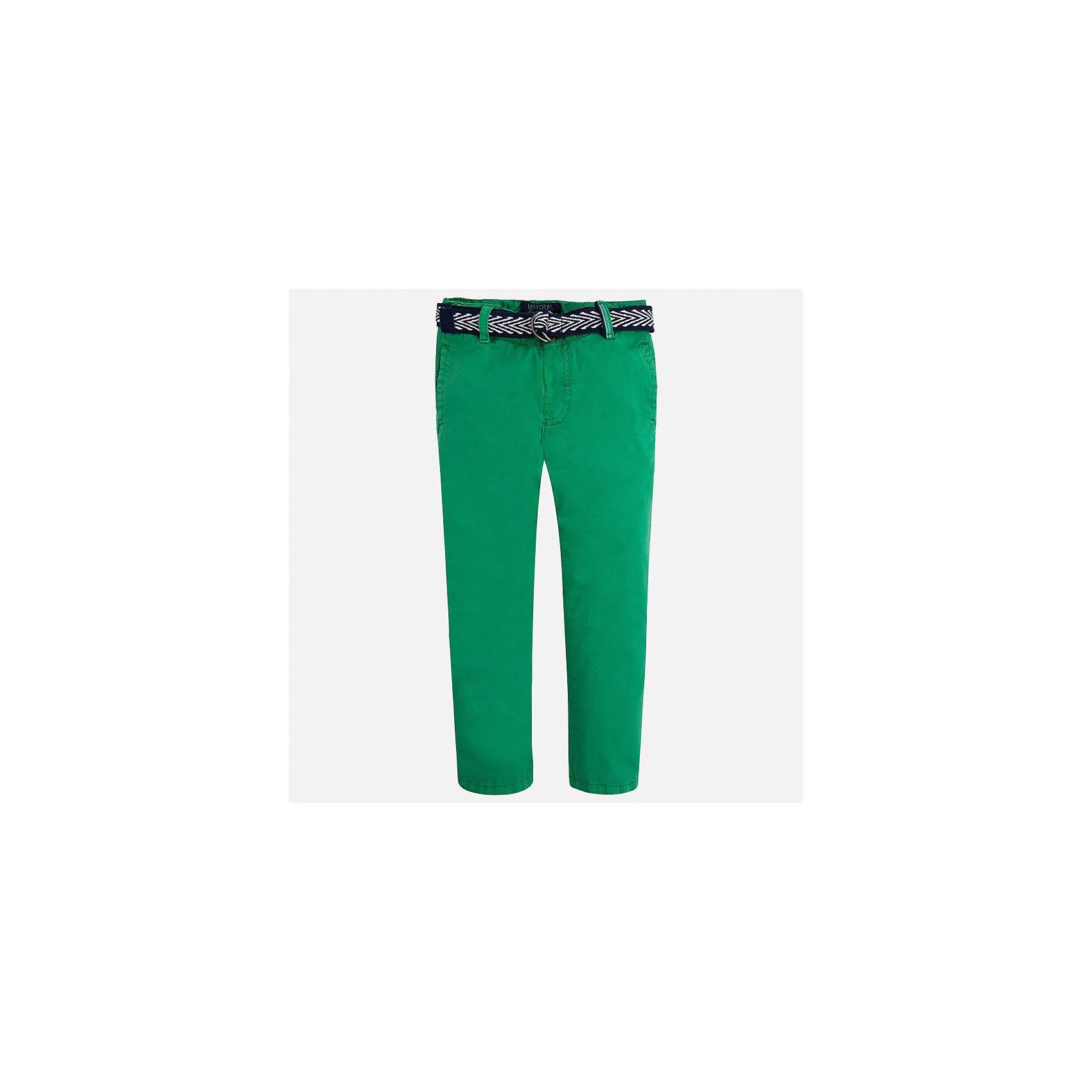 Брюки для мальчика MayoralБрюки<br>Характеристики товара:<br><br>• цвет: зеленый<br>• состав: 100% хлопок<br>• пуговицы на карманах <br>• шлевки<br>• карманы<br>• пояс с регулировкой объема<br>• классический силуэт<br>• страна бренда: Испания<br><br>Модные брюки для мальчика смогут стать базовой вещью в гардеробе ребенка. Они отлично сочетаются с майками, футболками, рубашками и т.д. Универсальный крой и цвет позволяет подобрать к вещи верх разных расцветок. Практичное и стильное изделие! В составе материала - только натуральный хлопок, гипоаллергенный, приятный на ощупь, дышащий.<br><br>Одежда, обувь и аксессуары от испанского бренда Mayoral полюбились детям и взрослым по всему миру. Модели этой марки - стильные и удобные. Для их производства используются только безопасные, качественные материалы и фурнитура. Порадуйте ребенка модными и красивыми вещами от Mayoral! <br><br>Брюки для мальчика от испанского бренда Mayoral (Майорал) можно купить в нашем интернет-магазине.<br><br>Ширина мм: 215<br>Глубина мм: 88<br>Высота мм: 191<br>Вес г: 336<br>Цвет: зеленый<br>Возраст от месяцев: 18<br>Возраст до месяцев: 24<br>Пол: Мужской<br>Возраст: Детский<br>Размер: 92,128,122,98,116,134,110,104<br>SKU: 5280846