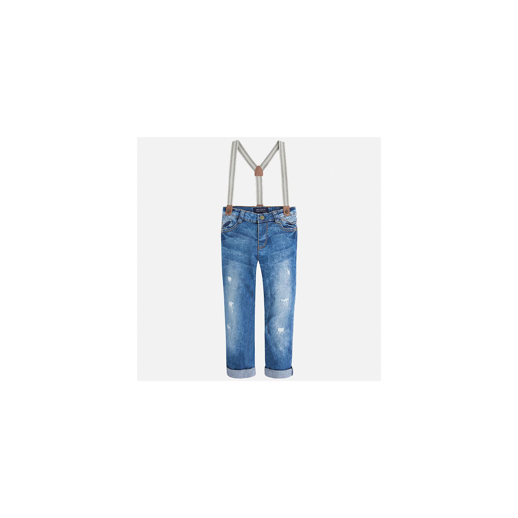 Джинсы с подтяжками для мальчика MayoralДжинсовая одежда<br>Характеристики товара:<br><br>• цвет: голубой<br>• состав: 98% хлопок, 2% эластан<br>• имитация потертостей<br>• шлевки<br>• карманы<br>• пояс с регулировкой объема<br>• подтяжки в комплекте<br>• страна бренда: Испания<br><br>Модные джинсы для мальчика смогут стать базовой вещью в гардеробе ребенка. Они отлично сочетаются с майками, футболками, рубашками и т.д. Универсальный крой и цвет позволяет подобрать к вещи верх разных расцветок. Практичное и стильное изделие! В составе материала - натуральный хлопок, гипоаллергенный, приятный на ощупь, дышащий.<br><br>Одежда, обувь и аксессуары от испанского бренда Mayoral полюбились детям и взрослым по всему миру. Модели этой марки - стильные и удобные. Для их производства используются только безопасные, качественные материалы и фурнитура. Порадуйте ребенка модными и красивыми вещами от Mayoral! <br><br>Джинсы для мальчика от испанского бренда Mayoral (Майорал) можно купить в нашем интернет-магазине.<br><br>Ширина мм: 215<br>Глубина мм: 88<br>Высота мм: 191<br>Вес г: 336<br>Цвет: голубой<br>Возраст от месяцев: 60<br>Возраст до месяцев: 72<br>Пол: Мужской<br>Возраст: Детский<br>Размер: 134,110,122,104,92,98,116,128<br>SKU: 5280873