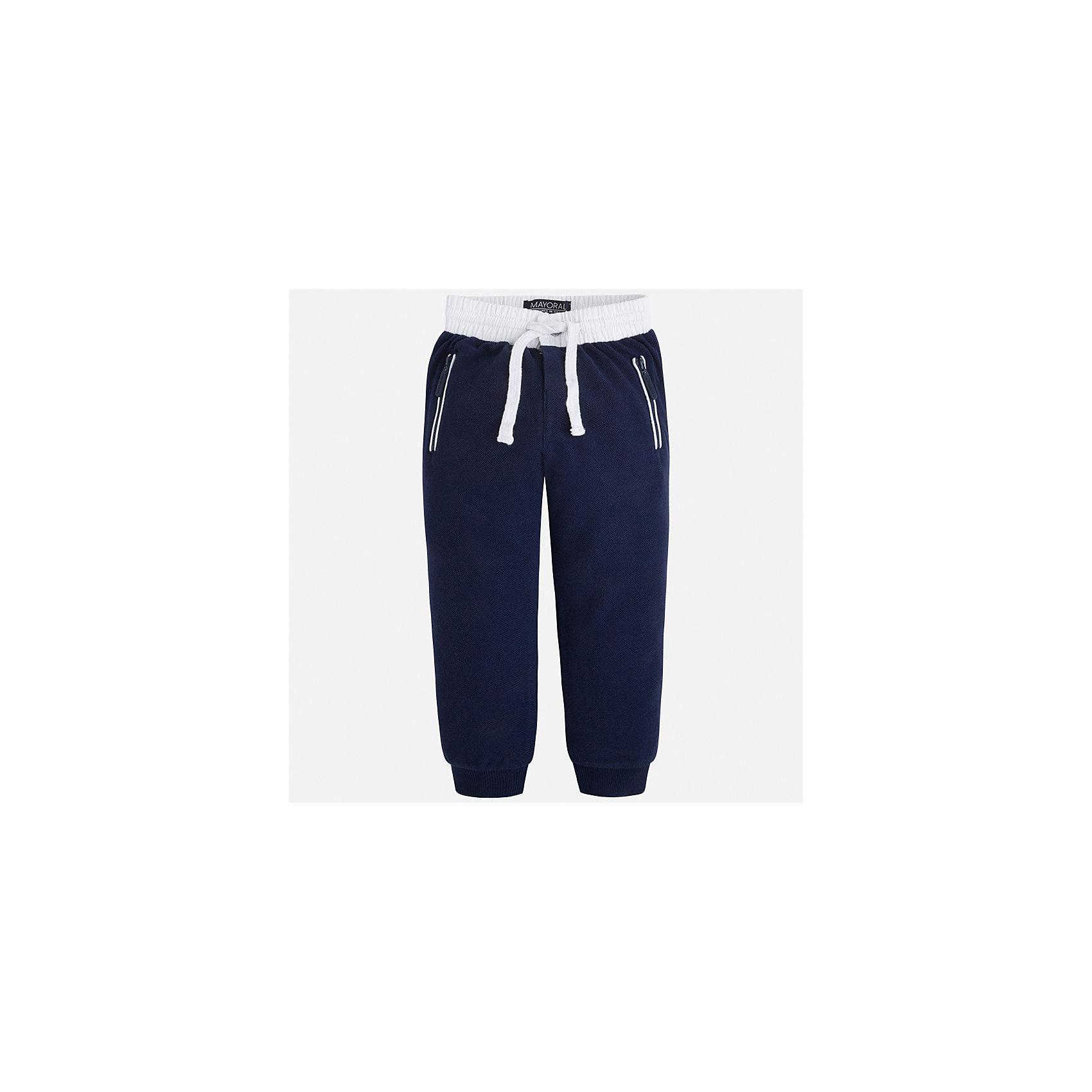 Брюки спортивные для мальчика MayoralБрюки<br>Характеристики товара:<br><br>• цвет: тёмно-синий<br>• состав: 100% хлопок<br>• манжеты<br>• карманы<br>• пояс - широкая резинка и шнурок<br>• страна бренда: Испания<br><br>Спортивные брюки для мальчика помогут обеспечить ребенку комфорт. Они отлично сочетаются с майками, футболками, куртками и т.д. Универсальный крой и цвет позволяет подобрать к вещи верх разных расцветок. Практичное и стильное изделие! В составе материала - натуральный хлопок, гипоаллергенный, приятный на ощупь, дышащий.<br><br>Одежда, обувь и аксессуары от испанского бренда Mayoral полюбились детям и взрослым по всему миру. Модели этой марки - стильные и удобные. Для их производства используются только безопасные, качественные материалы и фурнитура. Порадуйте ребенка модными и красивыми вещами от Mayoral! <br><br>Брюки для мальчика от испанского бренда Mayoral (Майорал) можно купить в нашем интернет-магазине.<br><br>Ширина мм: 215<br>Глубина мм: 88<br>Высота мм: 191<br>Вес г: 336<br>Цвет: синий<br>Возраст от месяцев: 48<br>Возраст до месяцев: 60<br>Пол: Мужской<br>Возраст: Детский<br>Размер: 110,128,122,134,104,98,92,116<br>SKU: 5280882