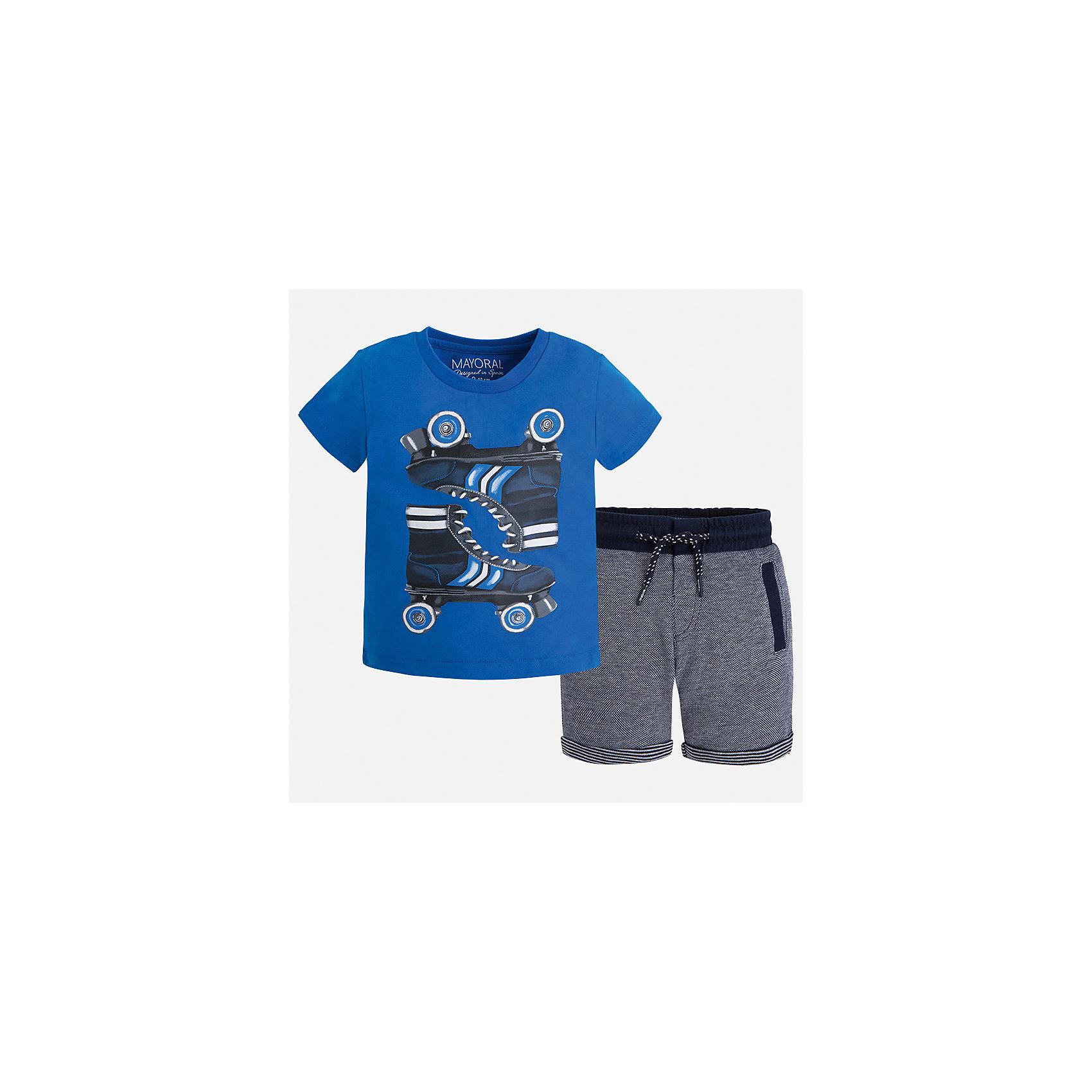 Комплект: футболка и шорты для мальчика MayoralСпортивная форма<br>Характеристики товара:<br><br>• цвет: голубой/синий<br>• состав: футболка - 100% хлопок, шорты: 56% хлопок, 44% полиэстер<br>• комплектация: шорты, футболка<br>• круглый горловой вырез<br>• декорирована принтом<br>• короткие рукава<br>• шорты - пояс со шнурком<br>• страна бренда: Испания<br><br>Стильная удобная футболка с принтом и шорты помогут разнообразить гардероб мальчика и удобно одеться. Универсальный цвет позволяет подобрать к вещам верхнюю одежду практически любой расцветки. Интересная отделка модели делает её нарядной и оригинальной. В составе материала - только натуральный хлопок, гипоаллергенный, приятный на ощупь, дышащий.<br><br>Одежда, обувь и аксессуары от испанского бренда Mayoral полюбились детям и взрослым по всему миру. Модели этой марки - стильные и удобные. Для их производства используются только безопасные, качественные материалы и фурнитура. Порадуйте ребенка модными и красивыми вещами от Mayoral! <br><br>Комплект для мальчика от испанского бренда Mayoral (Майорал) можно купить в нашем интернет-магазине.<br><br>Ширина мм: 191<br>Глубина мм: 10<br>Высота мм: 175<br>Вес г: 273<br>Цвет: синий<br>Возраст от месяцев: 18<br>Возраст до месяцев: 24<br>Пол: Мужской<br>Возраст: Детский<br>Размер: 92,134,128,116,110,104,122,98<br>SKU: 5280946